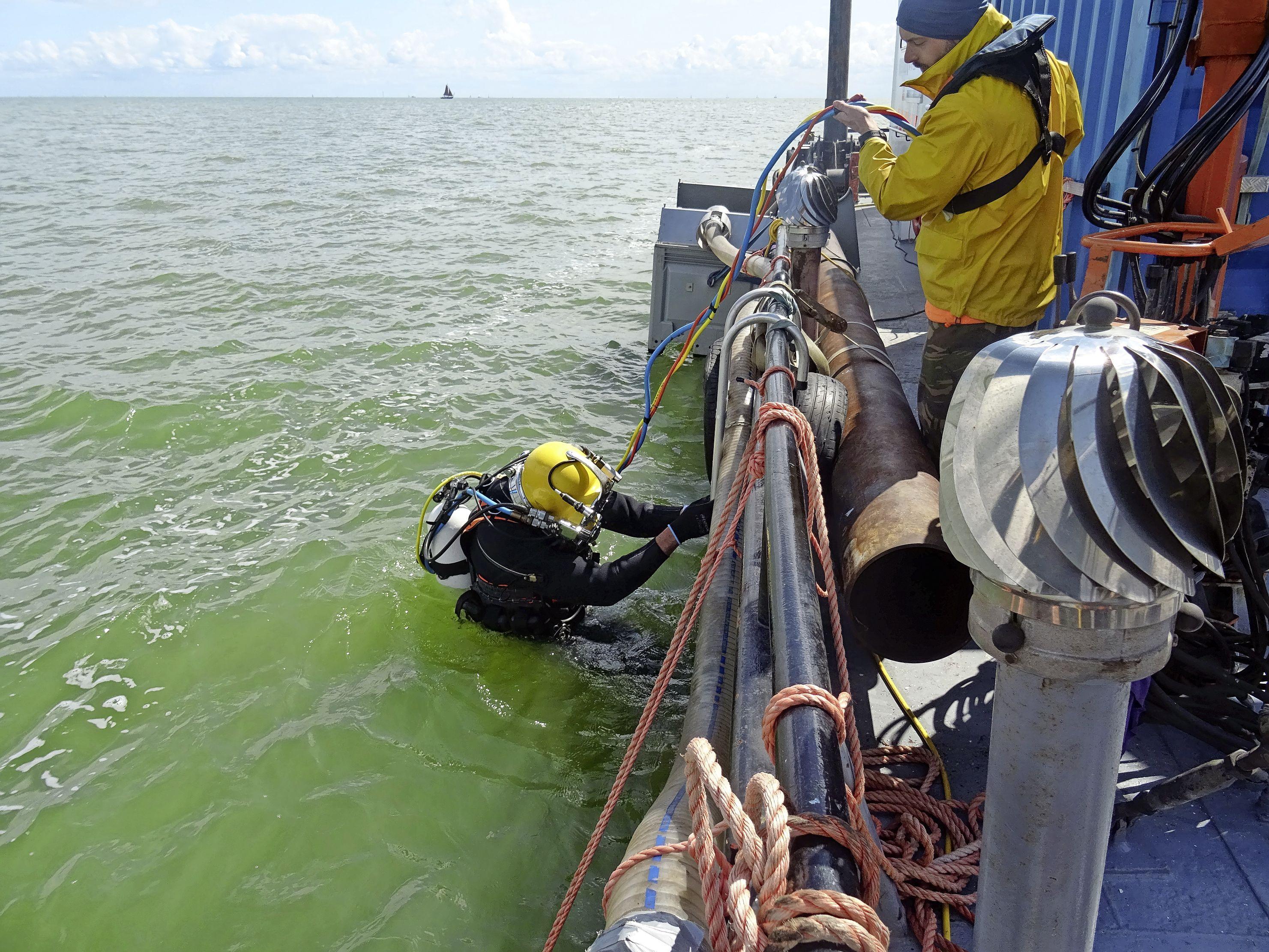 Duikteam doet in Hoornse Hop onderzoek naar scheepswrak dat mogelijk betrokken was bij de Slag om de Zuiderzee