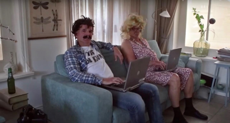 VOF De Kluns scoort Hoogkarspels kermishitje met coronalied: 'Corona, ik word stapelgek van jou' [video]