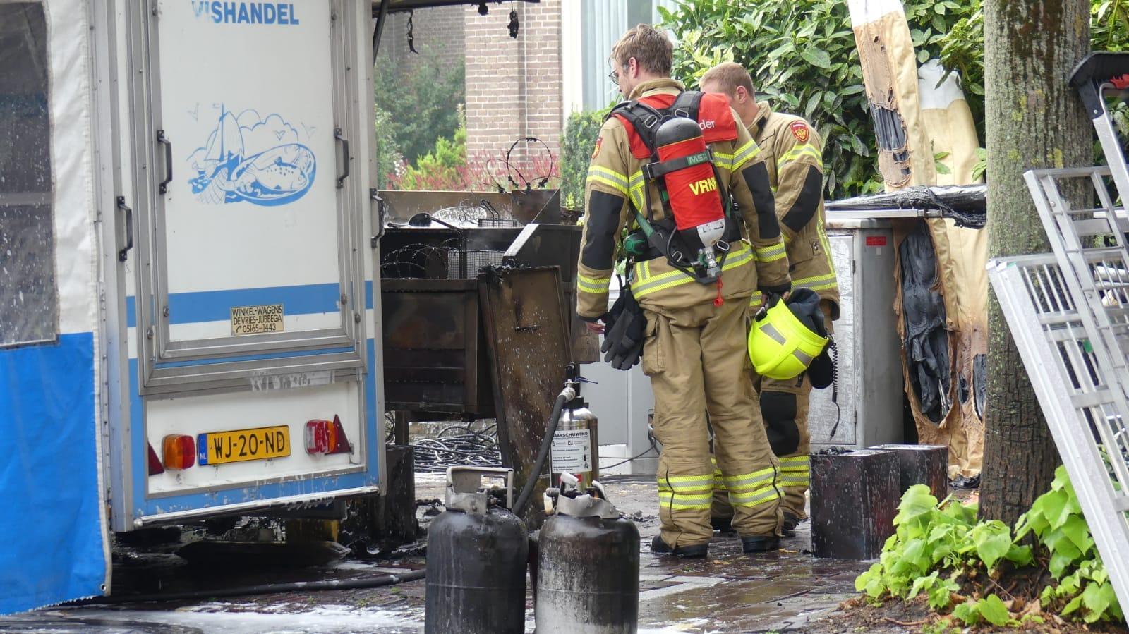 Brand in kraam van Volendammer Vishandel op Schager markt: 'Ik was als de dood dat de gasflessen zouden ontploffen' [video]