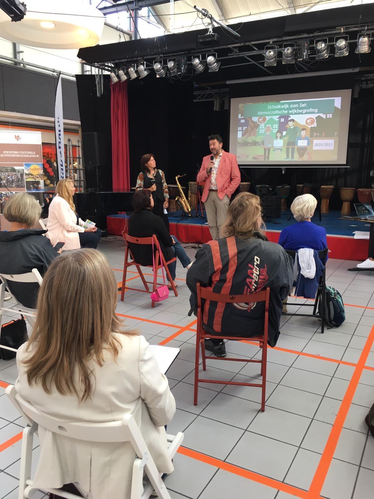 Interessante ideeën van wijkbewoners komen binnen op de website van Haarlem-Schalkwijk aan Zet: 'Niet lullen maar poetsen' [video]