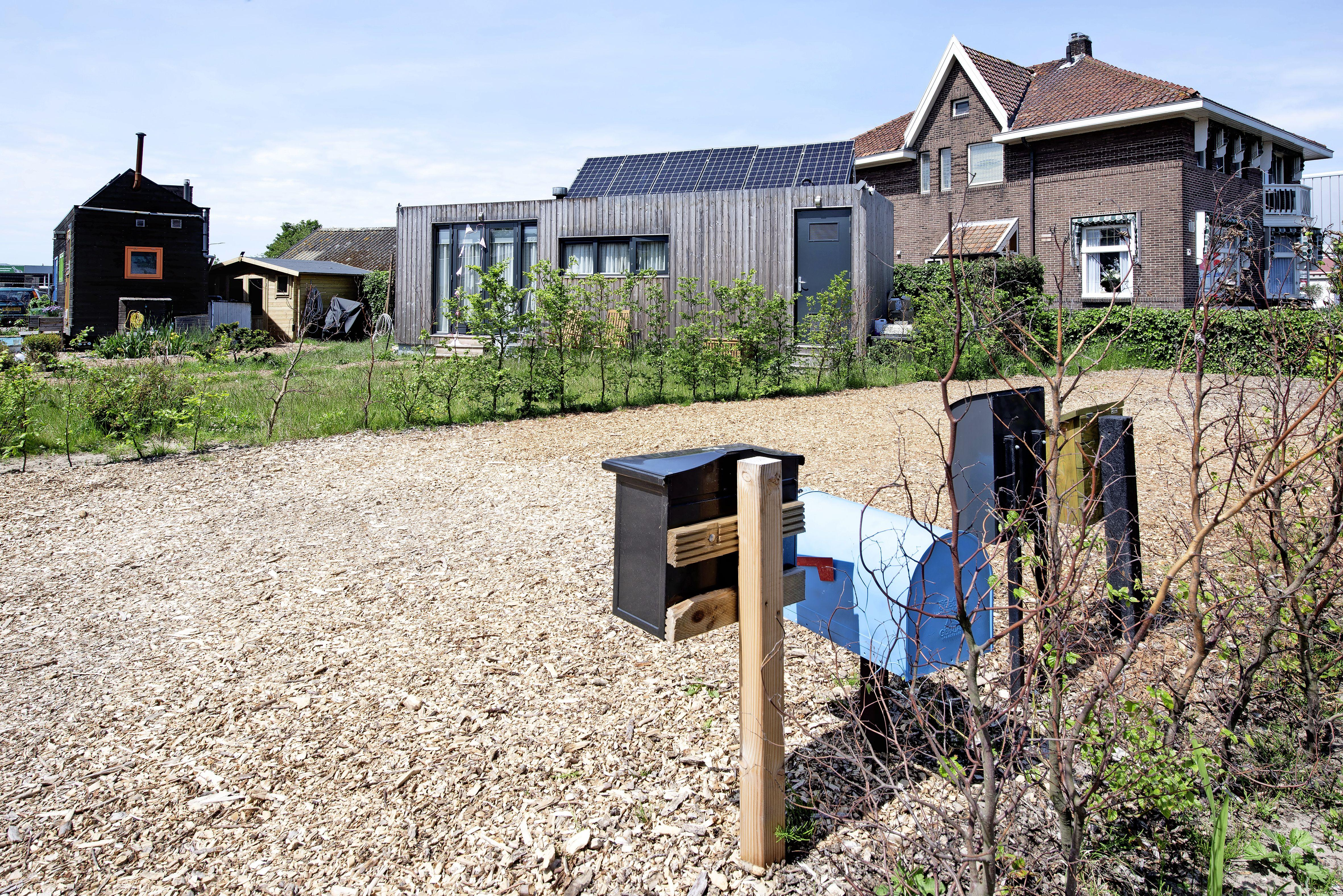 Buren bewoners vier 'Tiny Houses' krijgen ongelijk van bestuursrechter: brievenbussen en watertanks hoeven niet te worden verplaatst