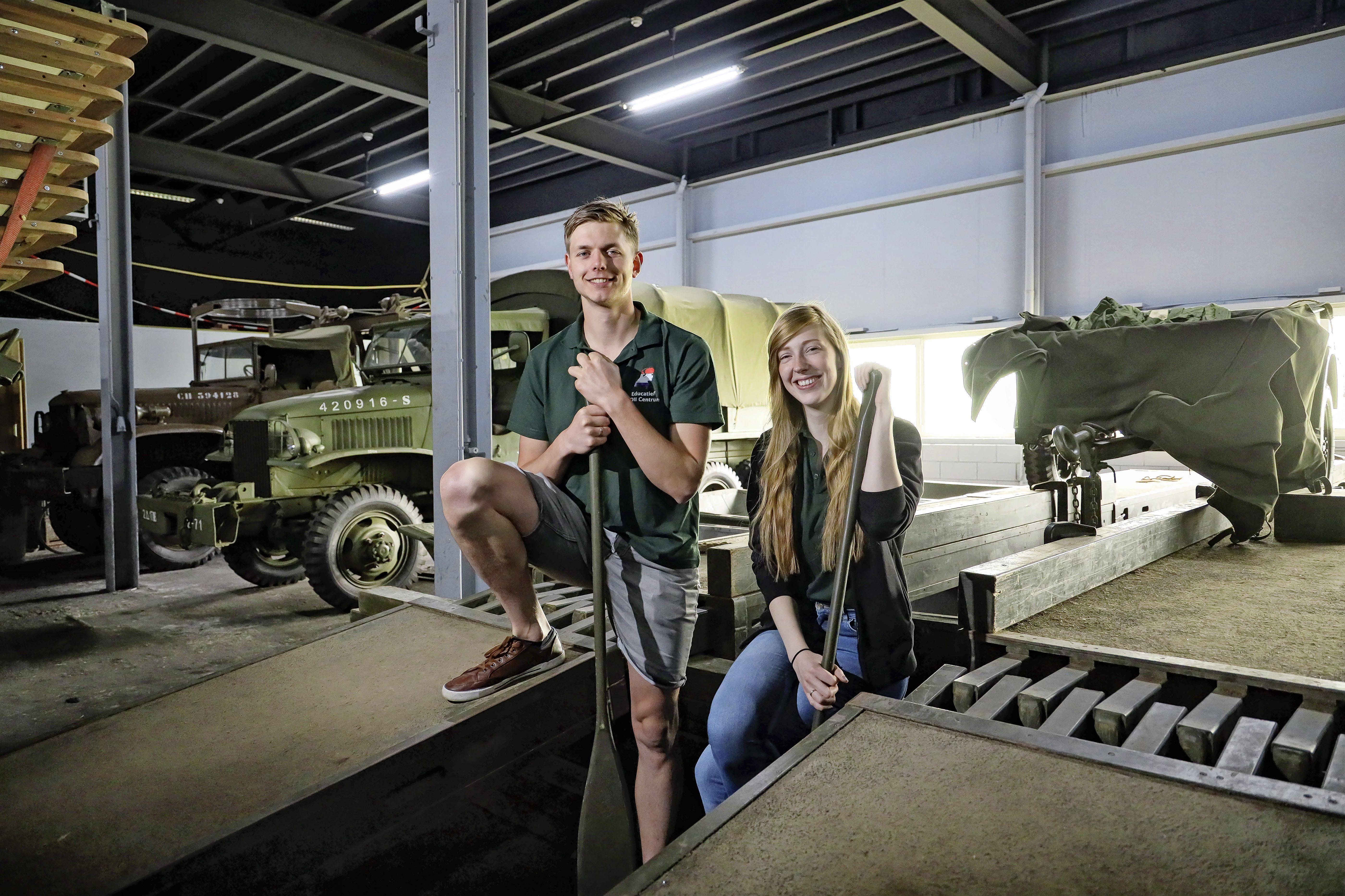 In schoenen van een soldaat mee op weg naar vrijheid. Oorlogsmuseum Medemblik werkt aan nieuwe belevingsexpositie voor middelbare scholieren