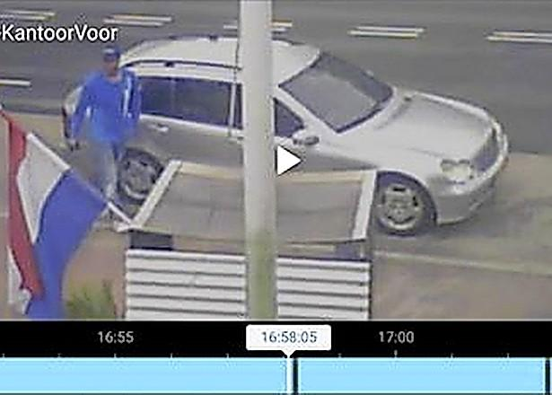 Gevreesde stalletjesrover (41) in' t Zand gearresteerd; 'Mercedesman' uit Alkmaar stal door heel Noord-Holland bloemen, fruit en groenten en plunderde geldkistjes