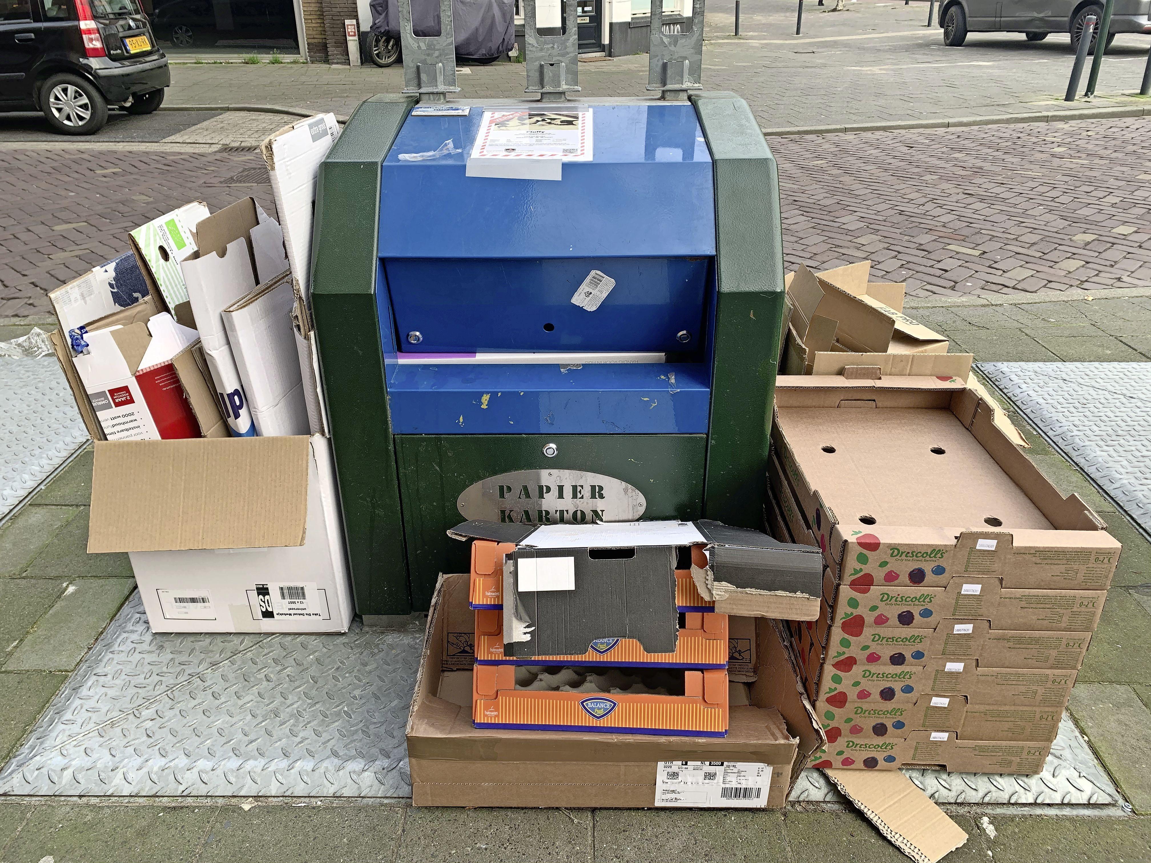 Help! De coronacrisis wordt door online shoppen ook een kartoncrisis. Afvaldiensten hebben handen vol aan inzamelen van dozen. 'Scheur ze in stukken'