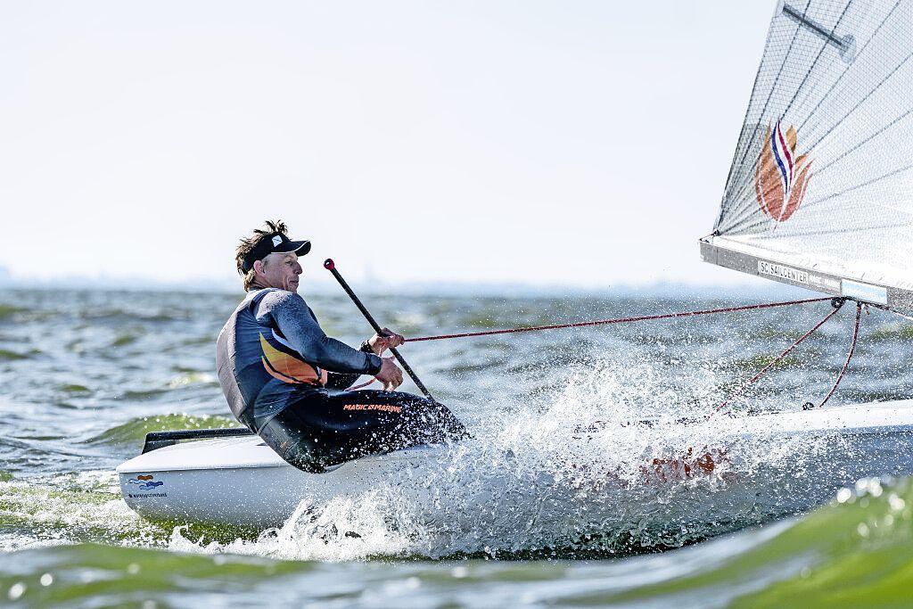 'Helaas ga ik niet naar de regatta in Medemblik. De Spanjaarden hebben een evenement georganiseerd waar de hele wereldtop bij de Finn aanwezig zal zijn', aldus zeiler Nicholas Heiner uit Enkhuizen