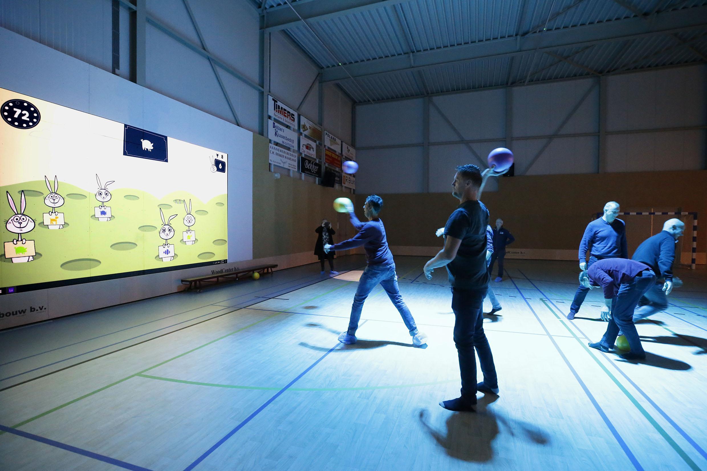 Badpop-bestuur opent Lü, een interactieve muur in Sportpodium Waarland; bijzondere beleving met 3D-bewegingsdetectie