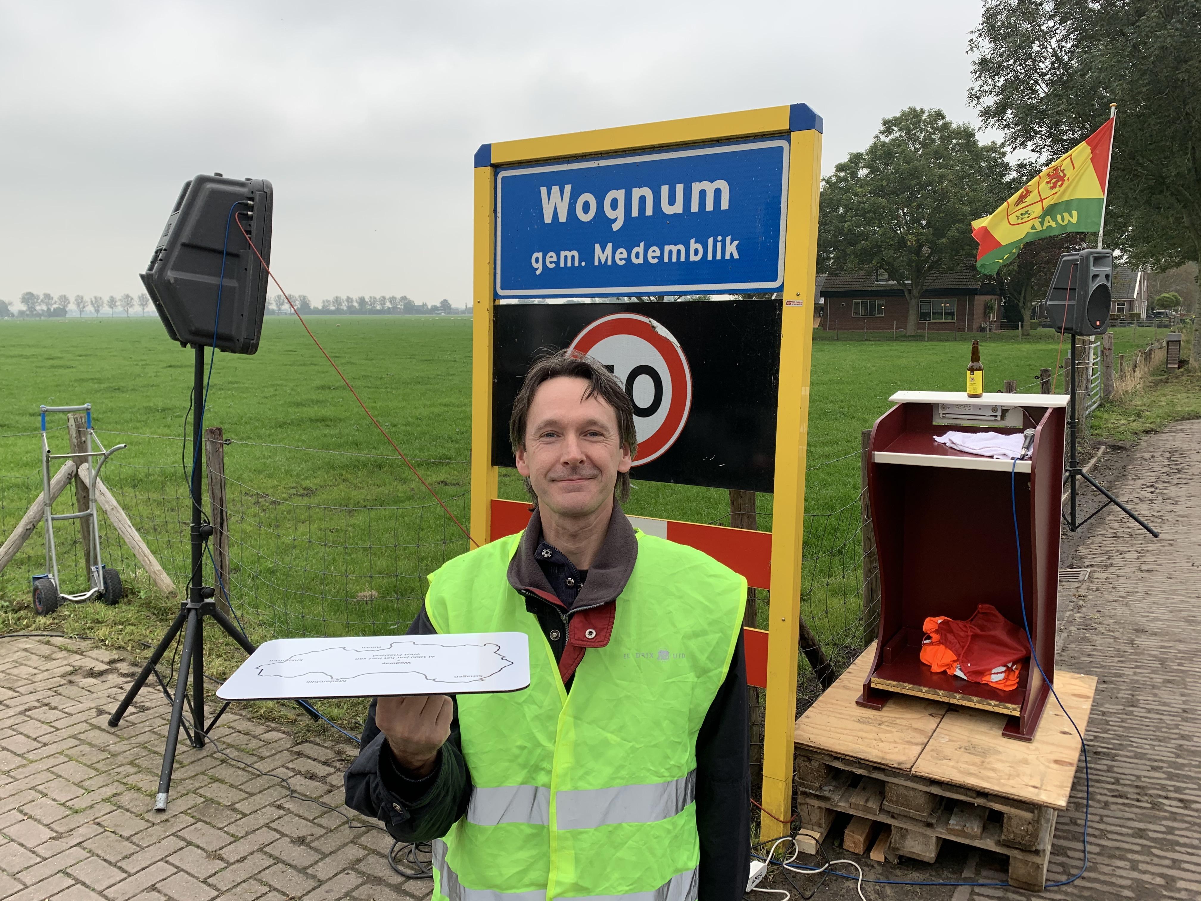 'Paal met een verhaal' markeert Wadway als geografisch middelpunt West-Friesland [video]