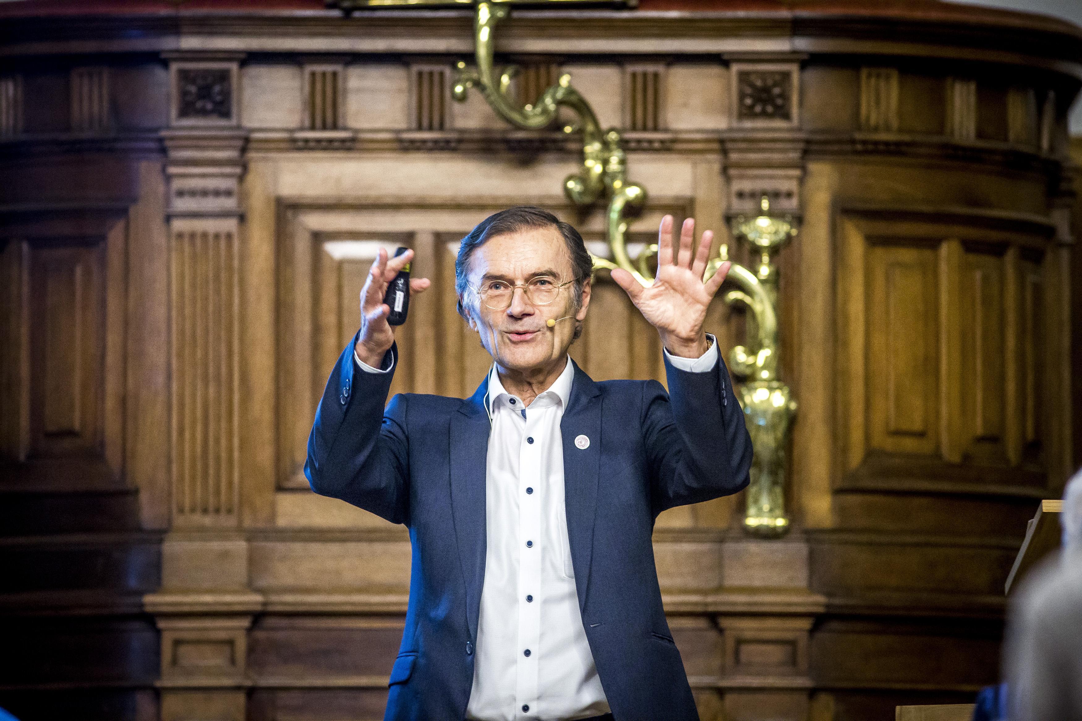 René Diekstra heeft een afspraak met zichzelf gemaakt over besmettingsgevaar in tijden van corona | Column