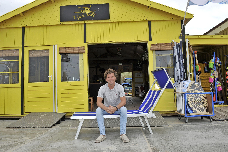 Nieuw jasje voor 't Gele Tentje, al twintig jaar een begrip op het strand van Wijk aan Zee. 'We willen het kleinschalig houden, een beetje kneuterig. De stijl van het verleden'