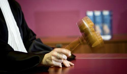 Twee Helderse verdachten blijven vast voor 'geniepige oplichting' van oudjes met een nepverhaal over bankpasfraude