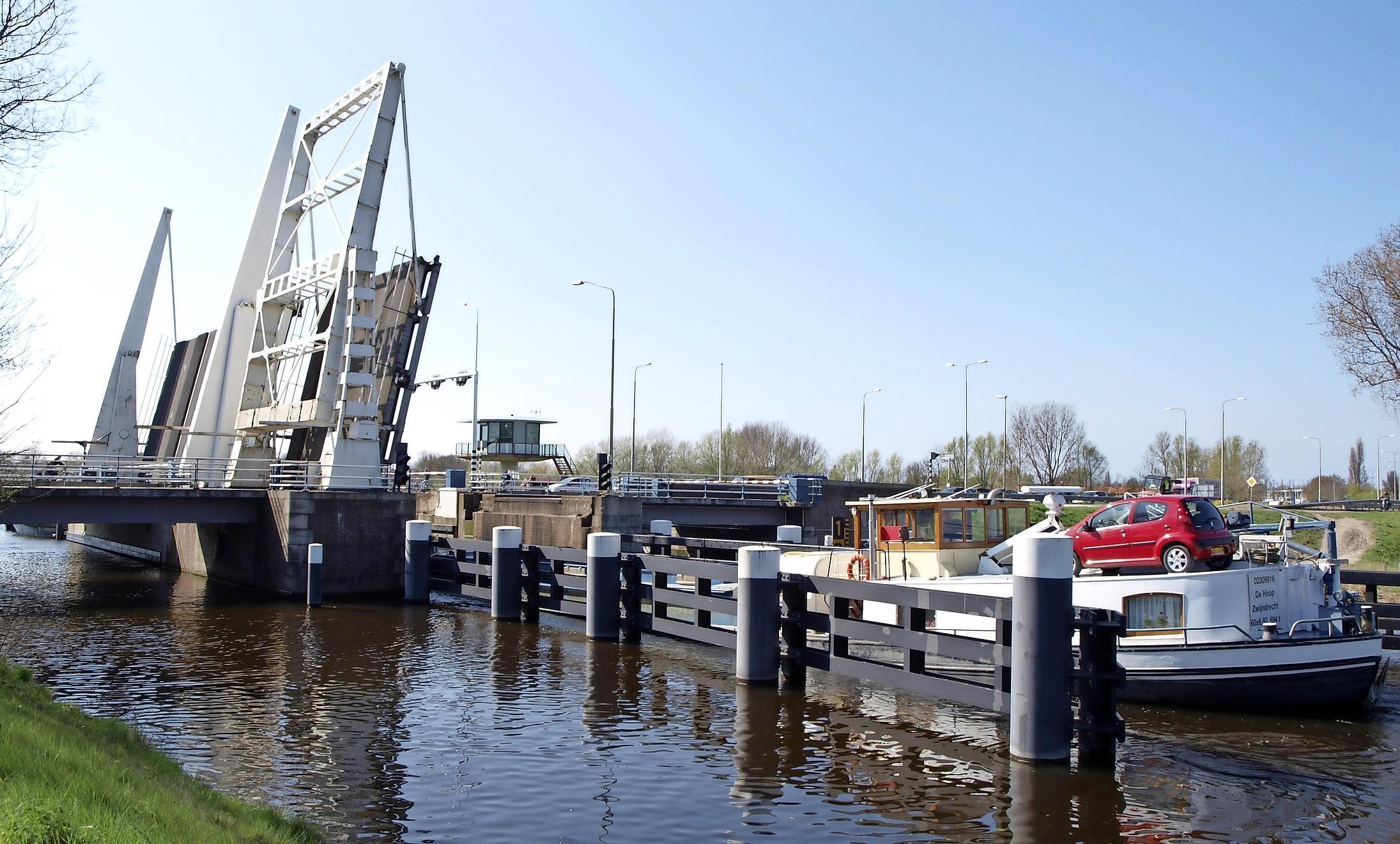 De Cruquiusbrug wordt in 2021 totaal opgeknapt, bewoners kritisch over bouwplan