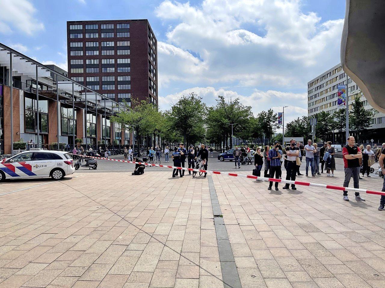 Winkelcentrum Hoofddorp ontruimd geweest wegens brand op het dak van Action, brandweerman raakt gewond [update]