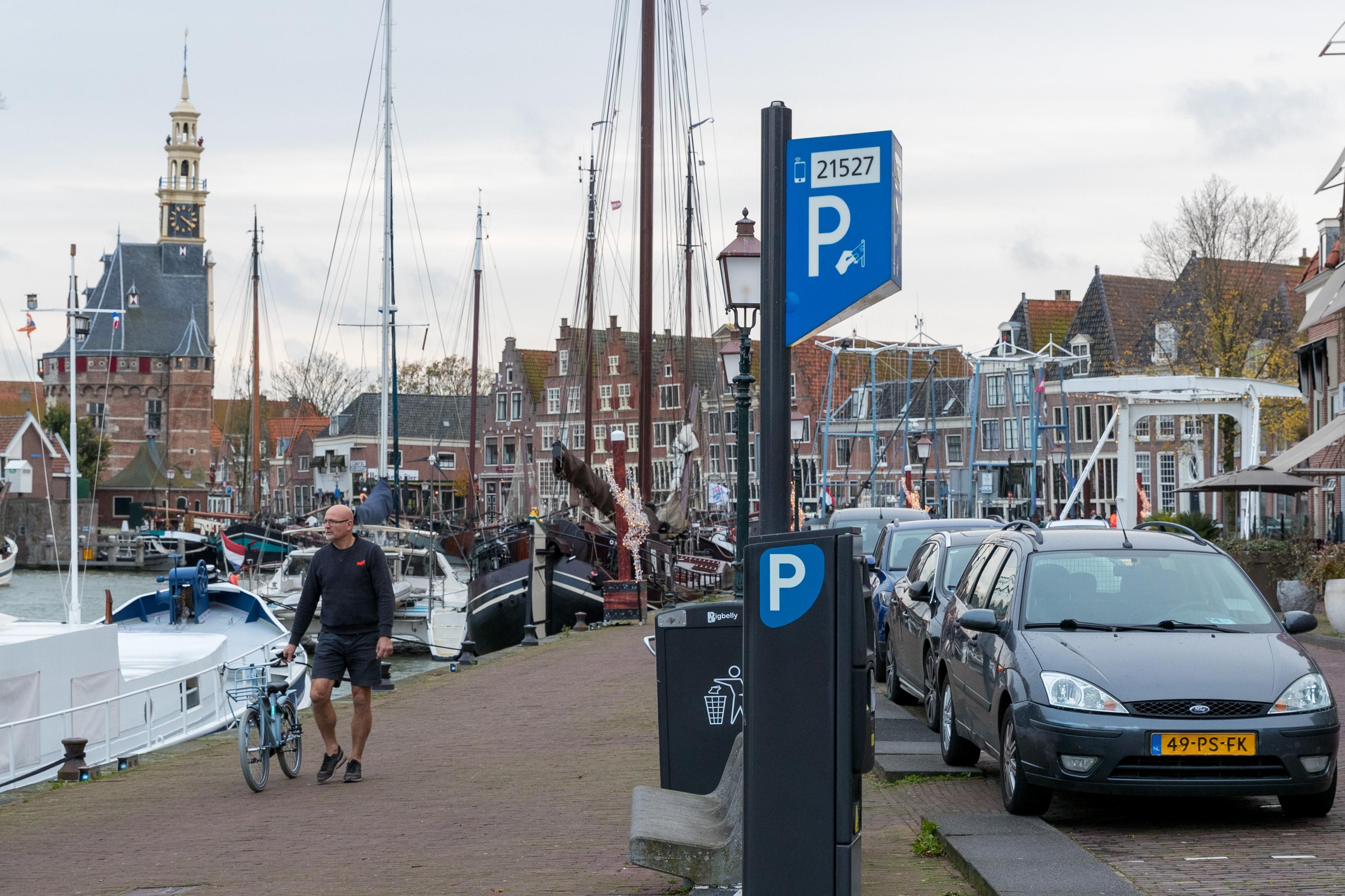 Een fietsenstalling betalen door het parkeertarief te verhogen en een Hoornse Broeder voor coronawerkers: gemeenteraad Hoorn dient wensen in bij begrotingsbehandeling
