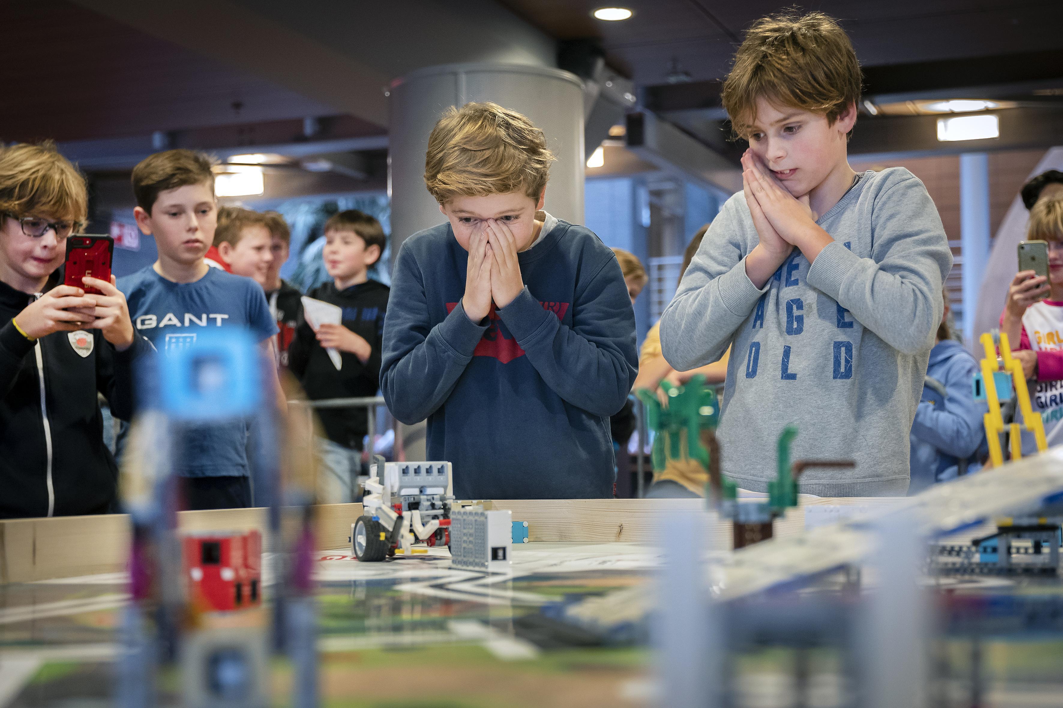 Juichen voor robots in de Lego League bij Inholland Haarlem