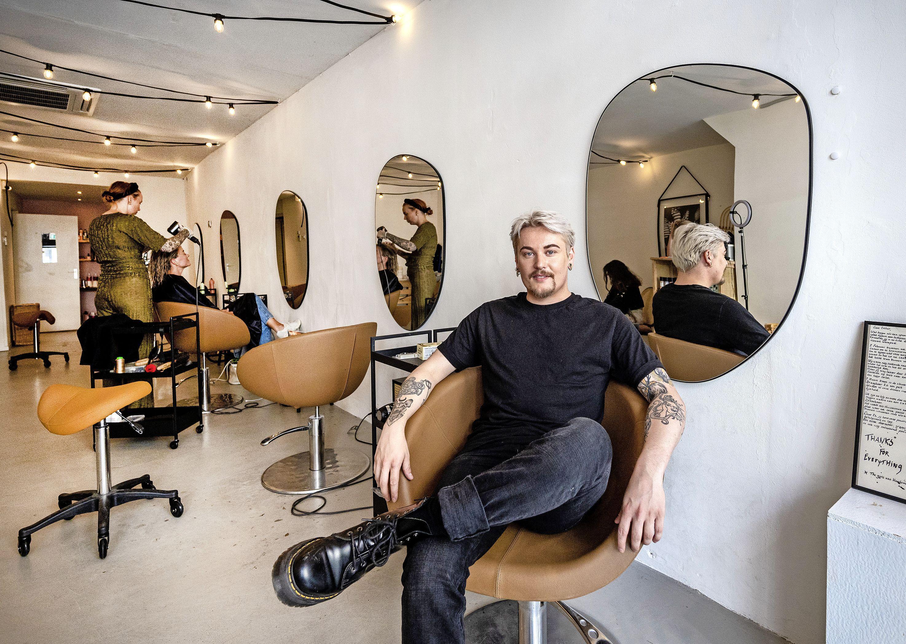 Kapper Stefan (29) begint voor zichzelf: 'Op het moment dat mijn klant in de stoel zit, is hij of zij mijn allerbeste vriendin'