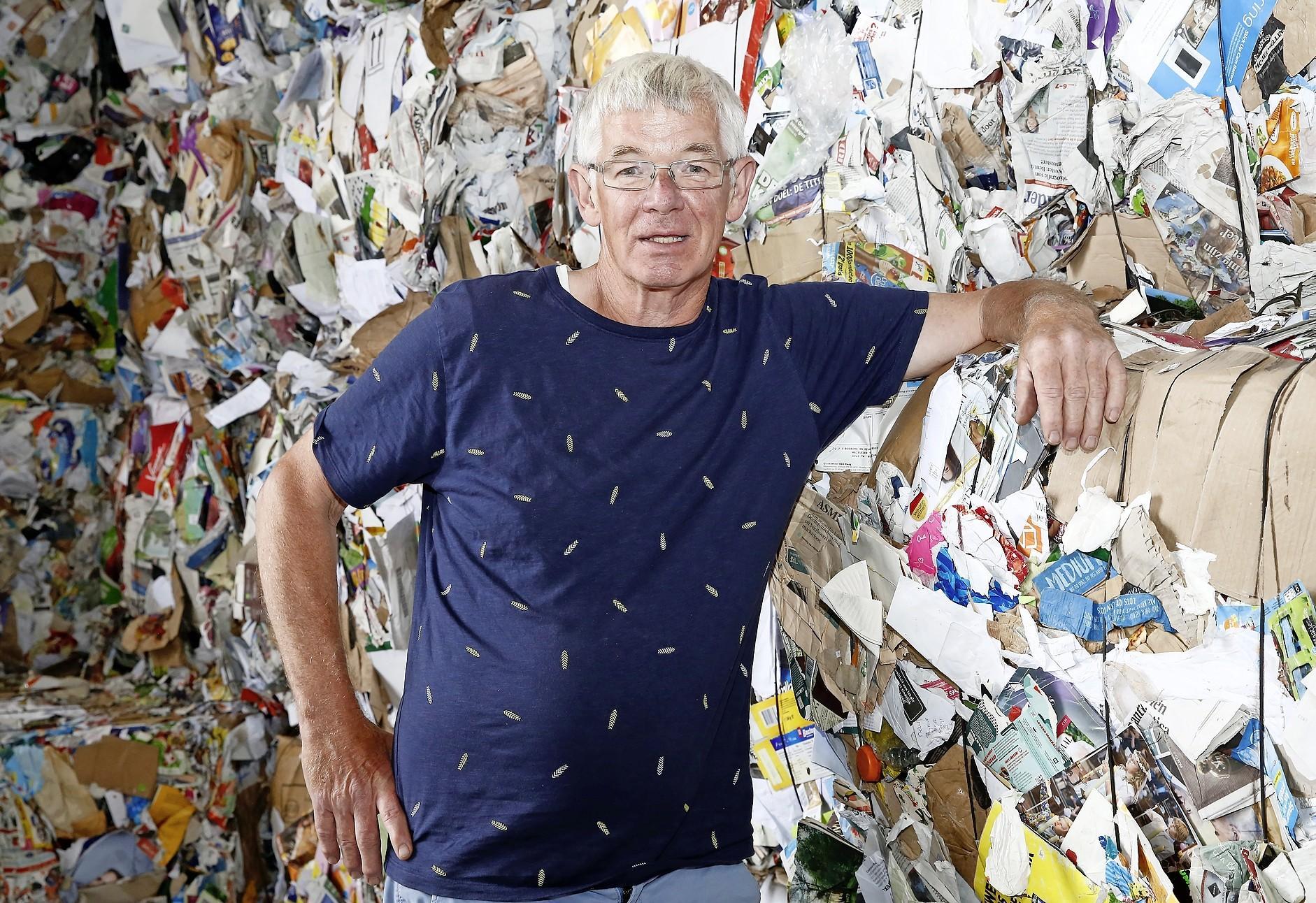 Coördinator Mart Mulder van de papiervrijwilligers van BSV de Zuidvogels in Huizen is boos over de GAD-plannen. 'Je wordt gewoon aan de kant geschoven. Na achttien jaar trouwe dienst'