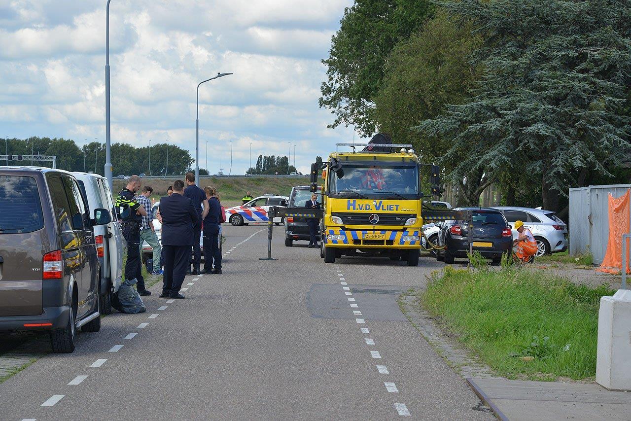 Man wordt onwel uit auto gehaald in Lijnden en overlijdt ter plaatse