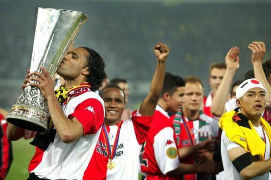 Toen er op 8 mei nog wél gesport werd: Feest met een zwarte rand na zege Feyenoord in Uefacup-finale [video]