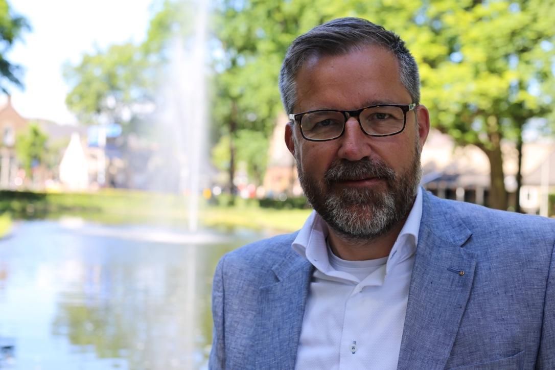Larens Behoud gaat gemeenteraad voorstellen het omstreden raadsbesluit over de Brink in te trekken