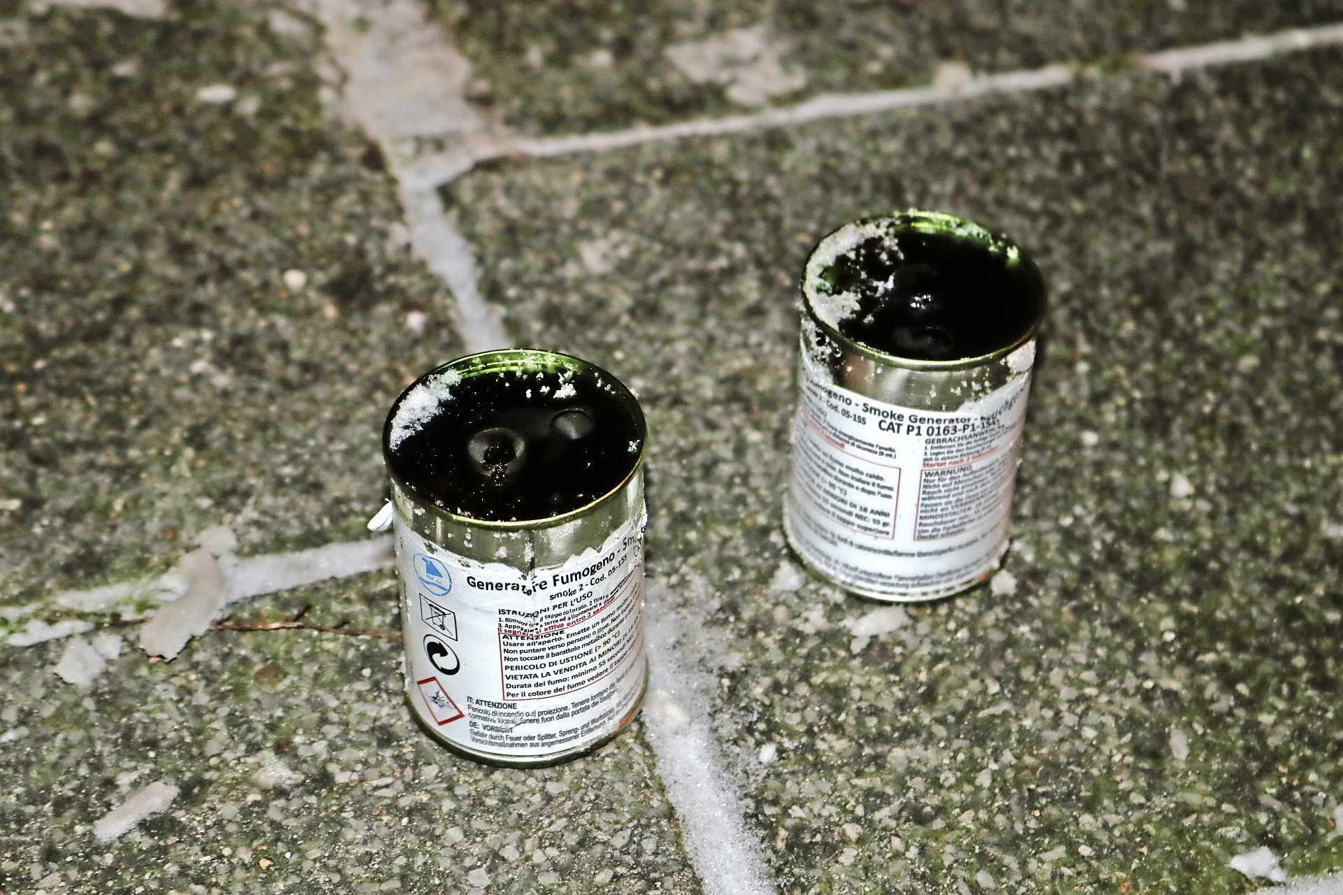 Forse rookontwikkeling door afsteken van rookpotten in appartementencomplex in Sassenheim