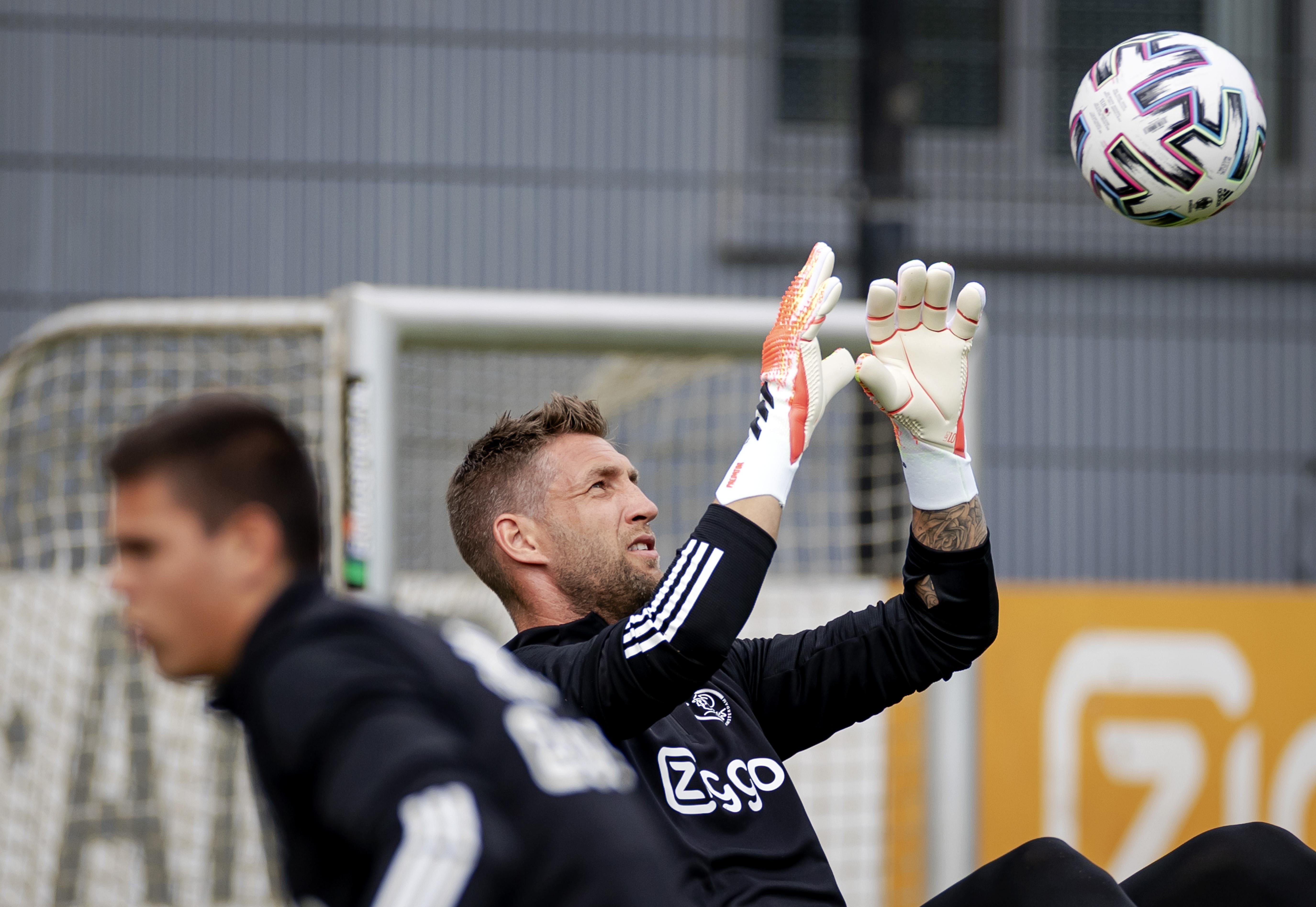 Maarten Stekelenburg terug bij Ajax: 'Het voelt vertrouwd, maar er zijn wel veel dingen veranderd'