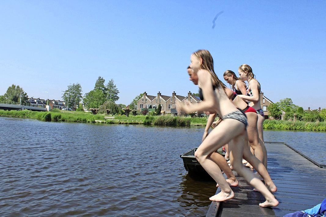 GroenLinks wil open zwemwater in Zaandam markeren omdat het niet veilig zou zijn. Zwemmers: 'Van bootjes geen last, wel van stenen op de bodem'
