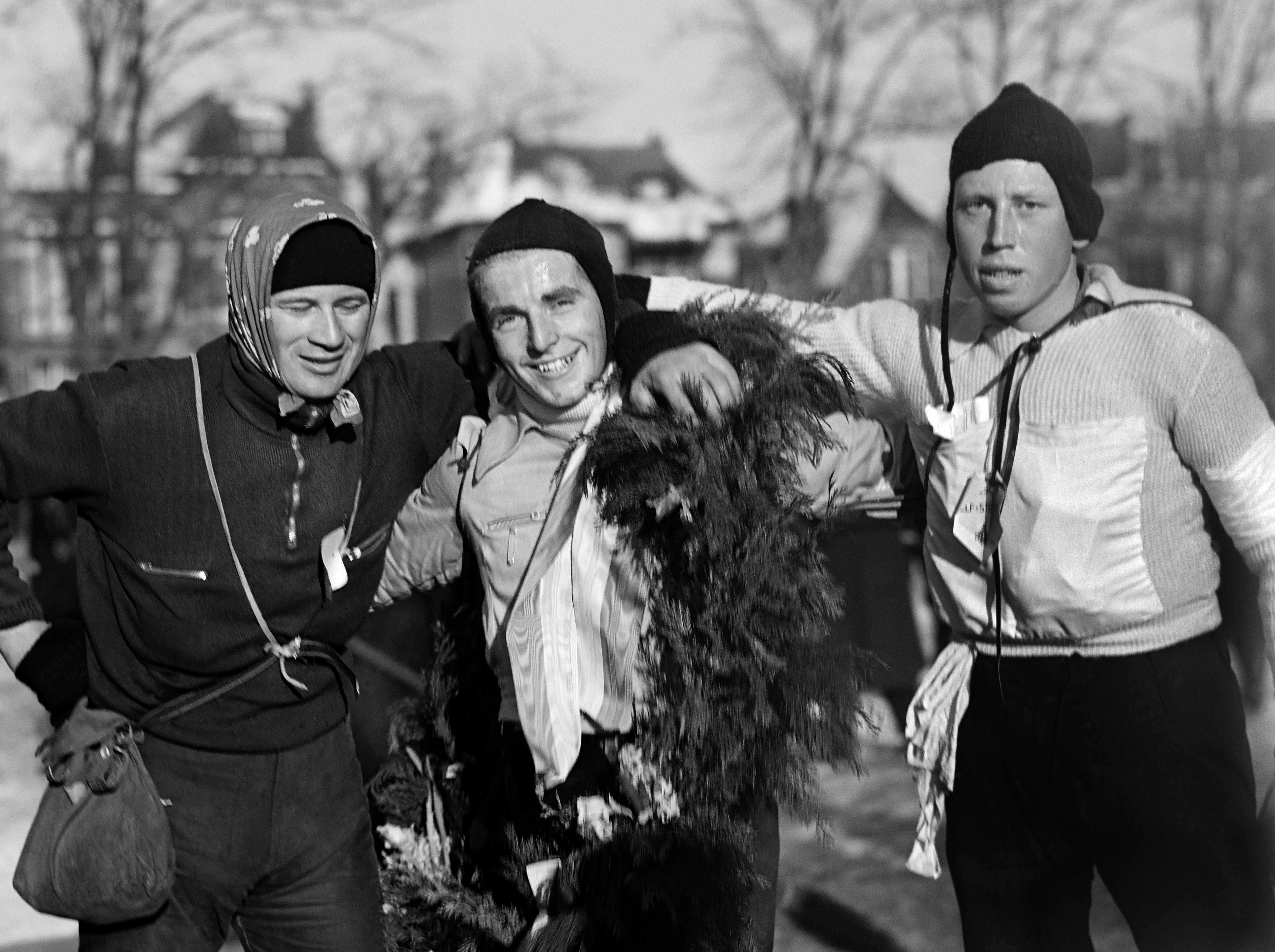 Tikkie terug: op 22 januari 1942 werd voor de derde keer de Elfstedentocht op rij verreden [video]
