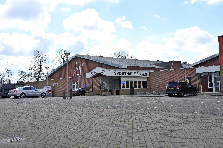 De gemeenteraad van Uitgeest stelt 2,3 miljoen euro beschikbaar voor de aankoop van sporthal De Zien. PvdA stemde tegen het collegevoorstel
