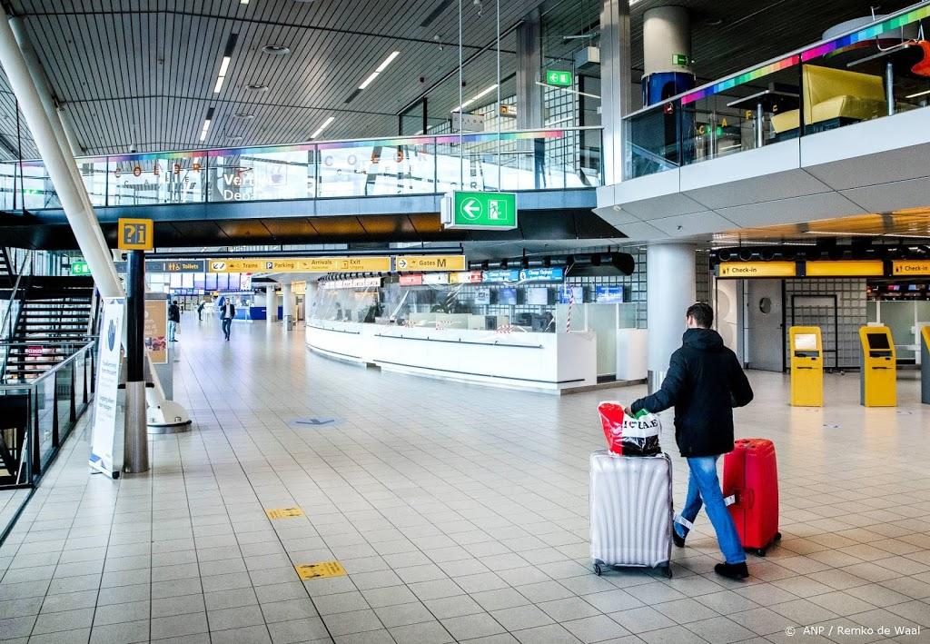 Negen mensen met valse coronatestuitslag aangehouden op Schiphol