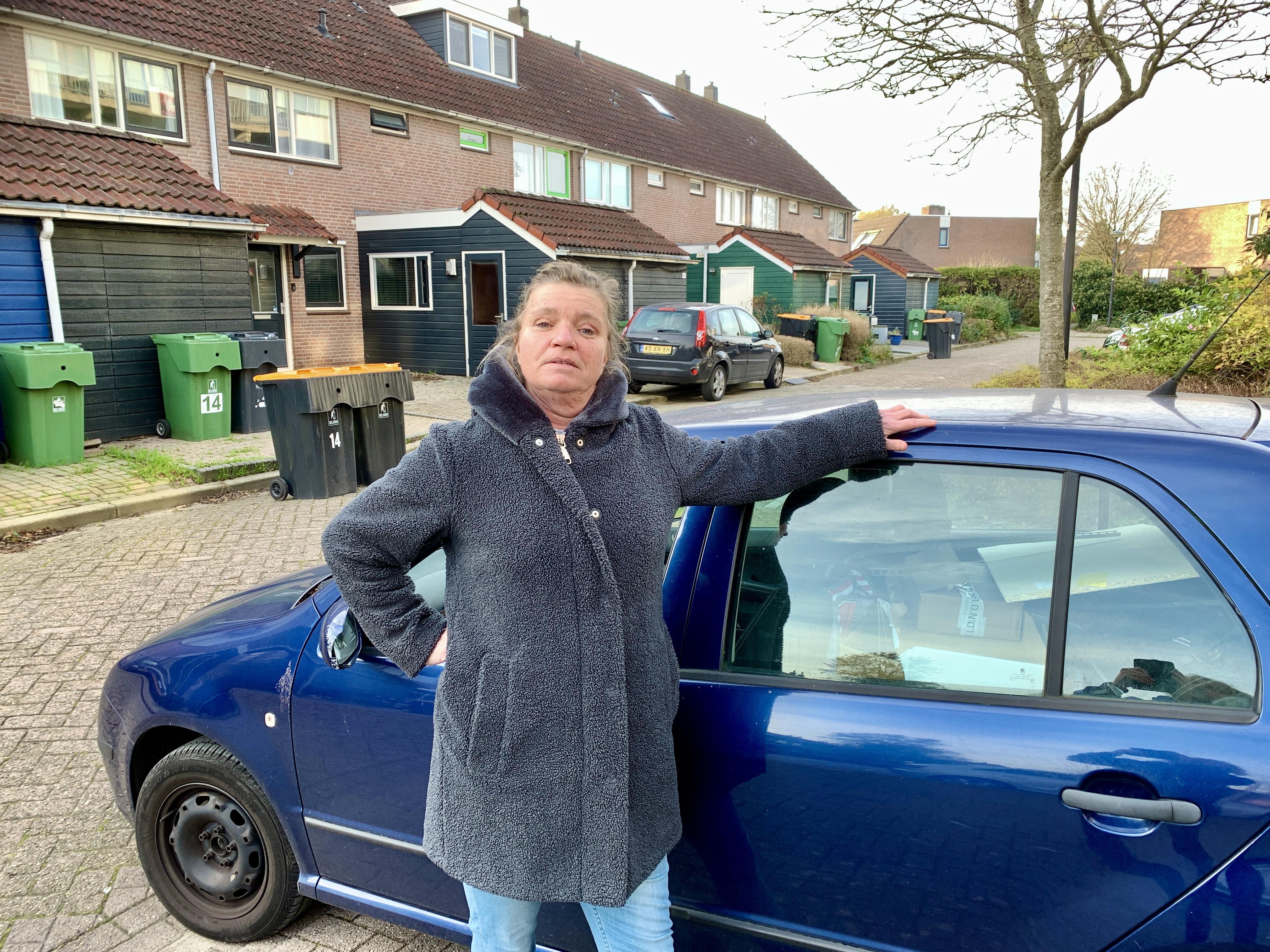 Onderweg: Lisette Steemers (54) vond twaalfenhalf jaar geleden haar roeping: begeleiding van licht verstandelijk beperkte cliënten van De Waerden. Een veel beter betaalde baan gaf ze er voor op, maar spijt kreeg ze nooit