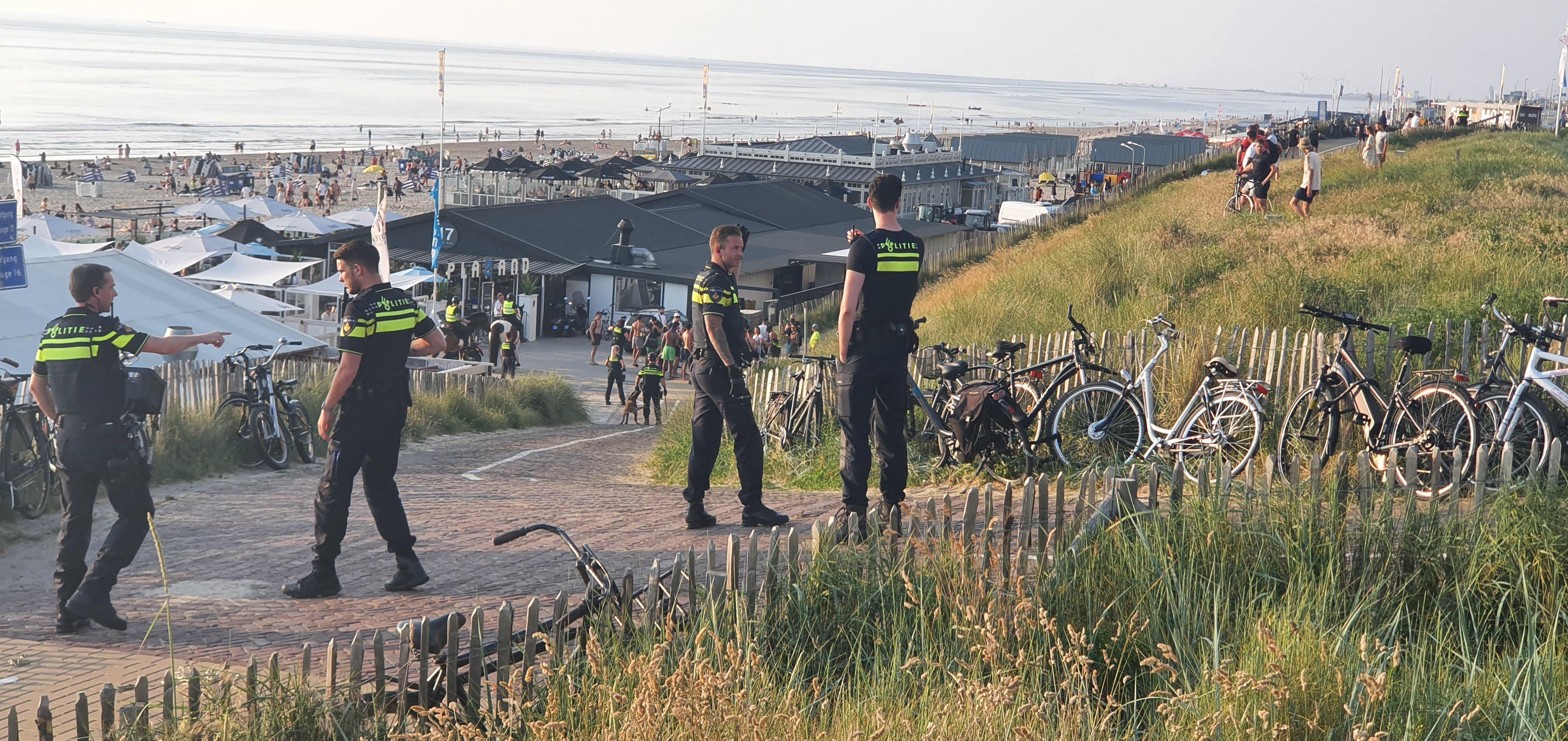 Grote groep 'uitermate vervelende' en vechtende jongeren van strand geveegd in Zandvoort