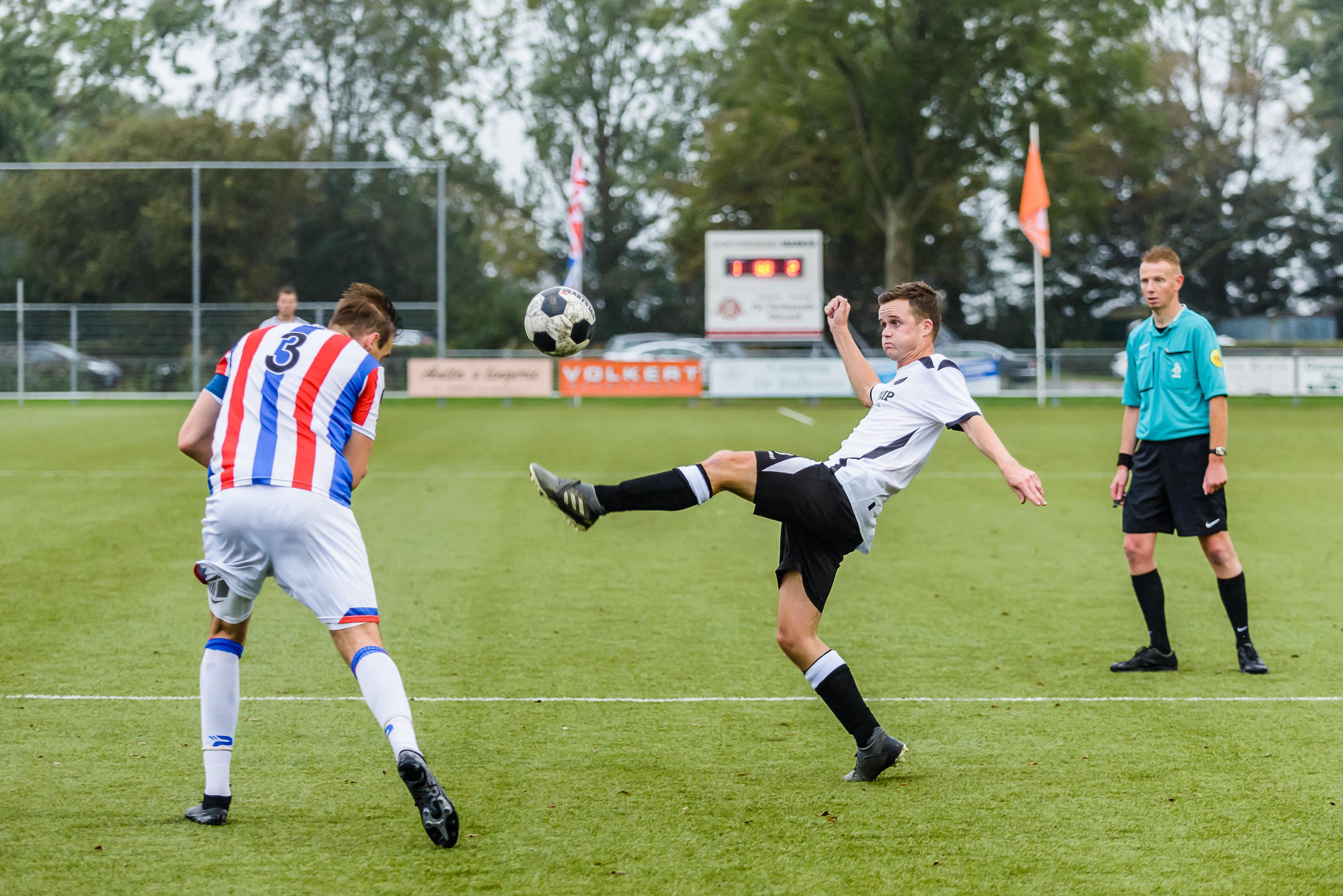Trainer Ron van der Velde heeft nog nodige werk te verzetten: Marken mist bravoure