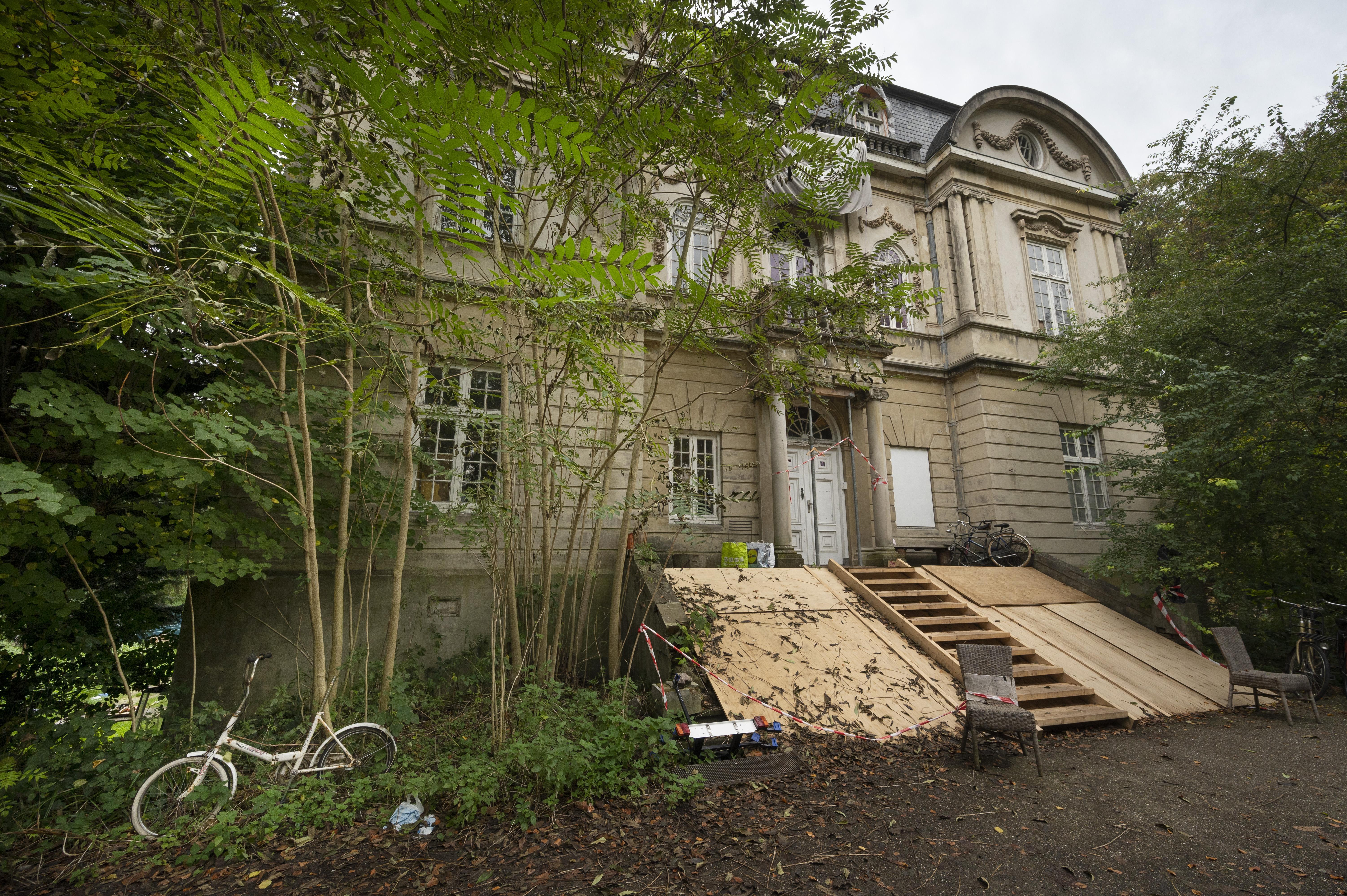 Wassenaar legt restauratie Huize Ivicke stil na tussenkomst milieu-inspectie: 'Eerst een onderzoek naar vleermuizen'