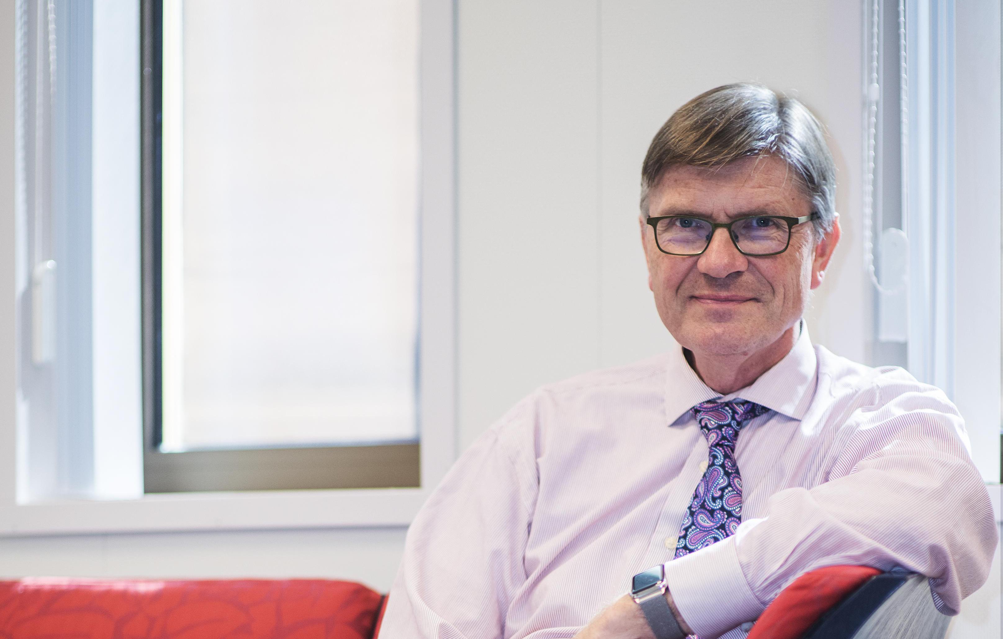 Topman Jaap van den Heuvel verlaat het Rode Kruis Ziekenhuis in Beverwijk. De bestuursvoorzitter draagt per 1 januari 2021 het stokje over