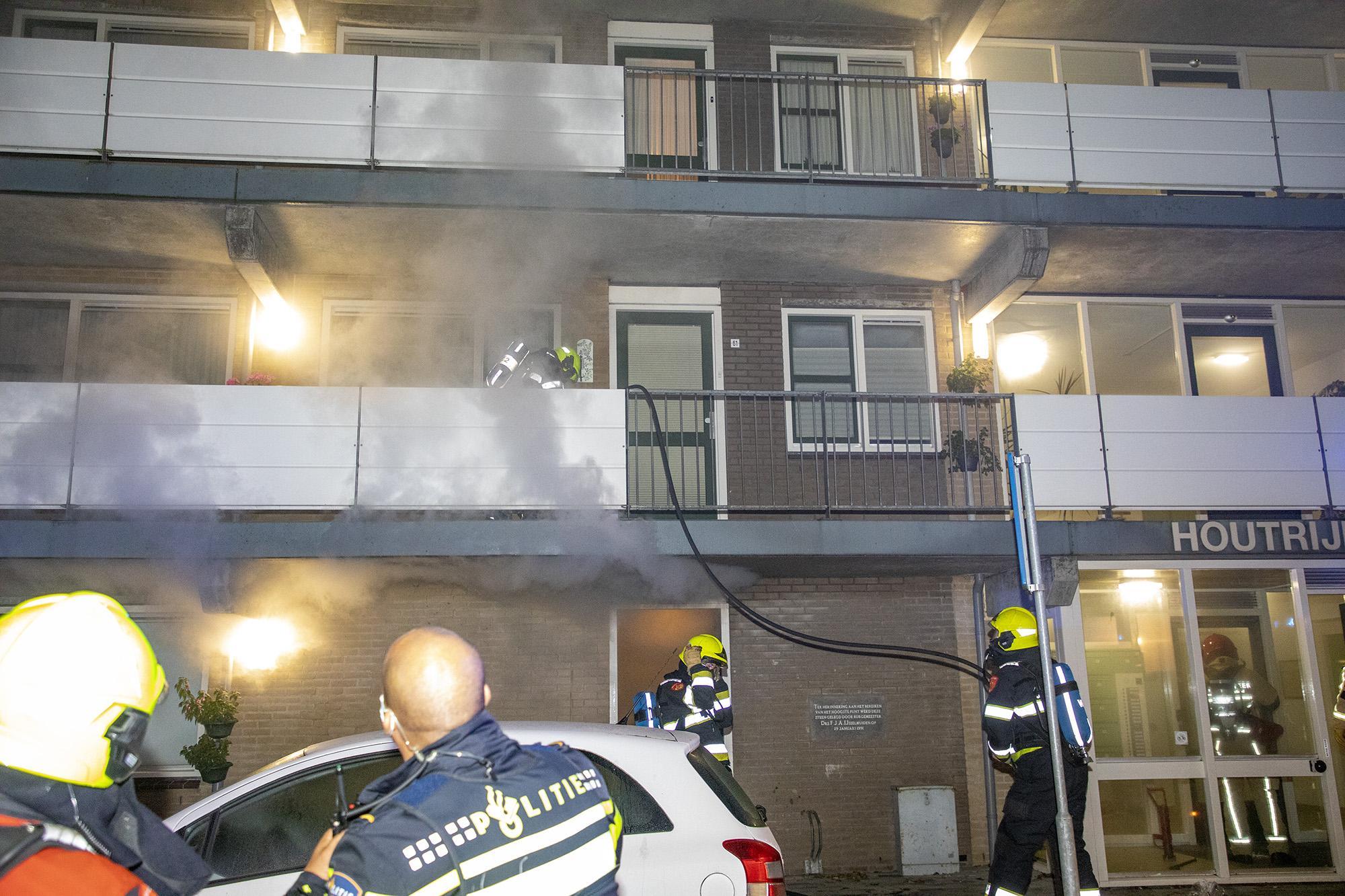 Negen woningen ontruimd bij brand Halfweg