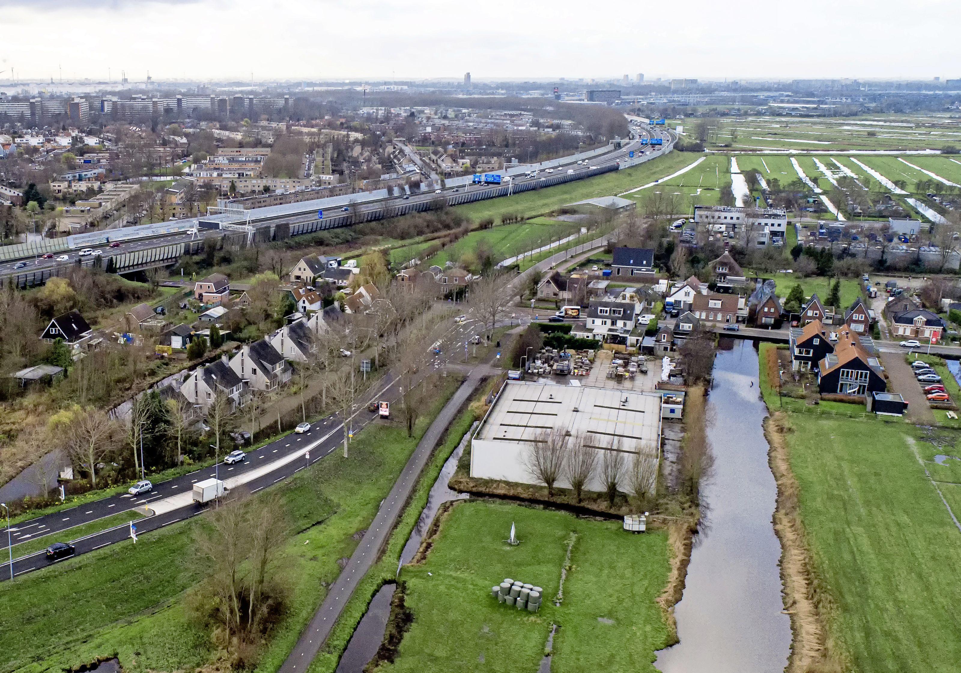 Volgens provincie Noord-Holland is het bouwen van tientallen startersappartementen en jongerenwoningen niet mogelijk aan begin van Landsmeer: 'Maximaal een à twee'