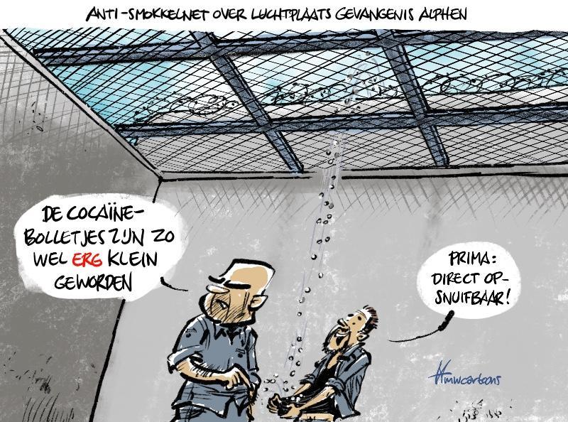 Cartoon van Maarten Wolterink: Net tegen smokkelen over luchtplaats gevangenis