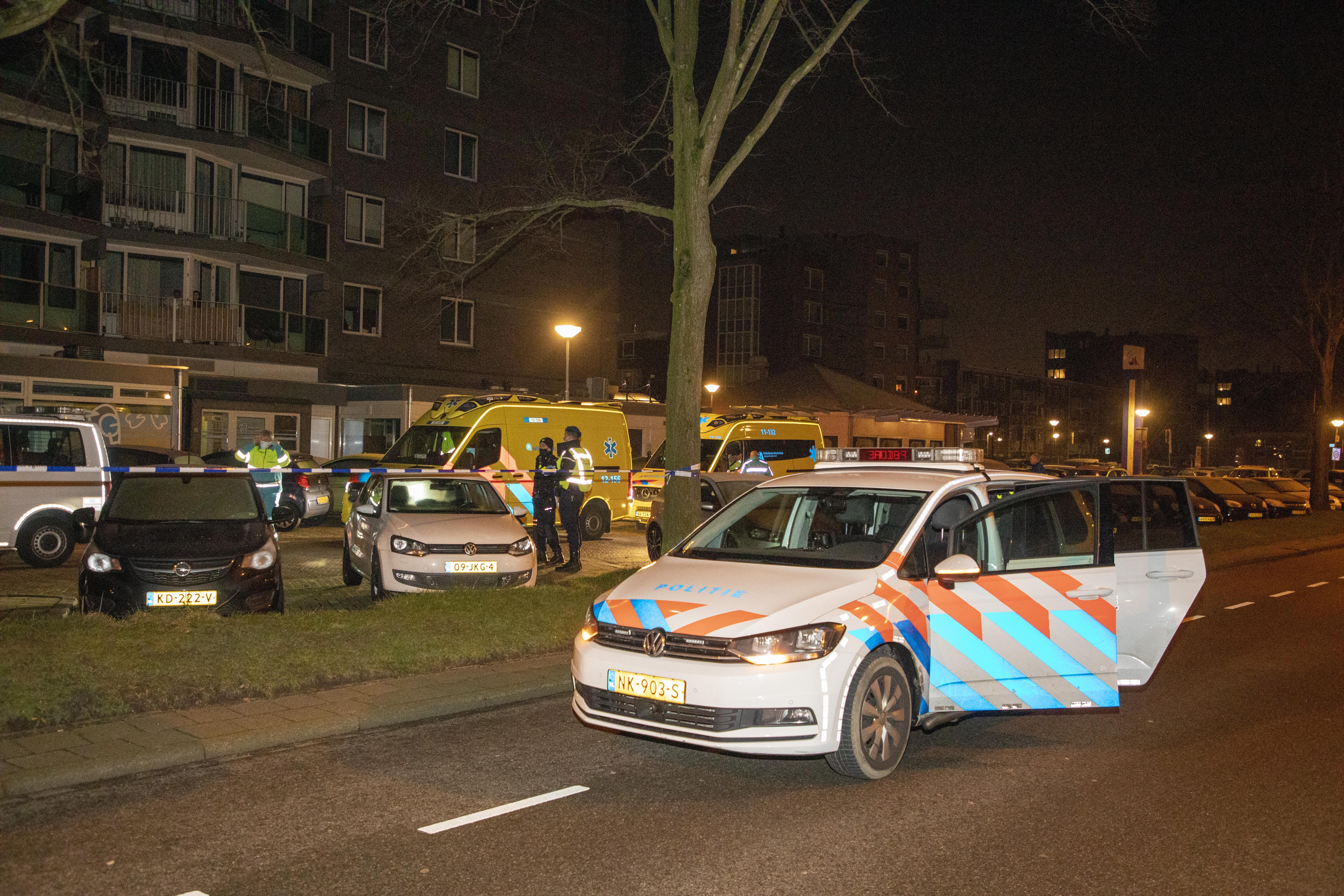 Ineens is er een hoop geschreeuw in de flat in Heemskerk, waar een dode valt. 'Wat nou als ze een halfuur later van haar dienst was thuisgekomen?'