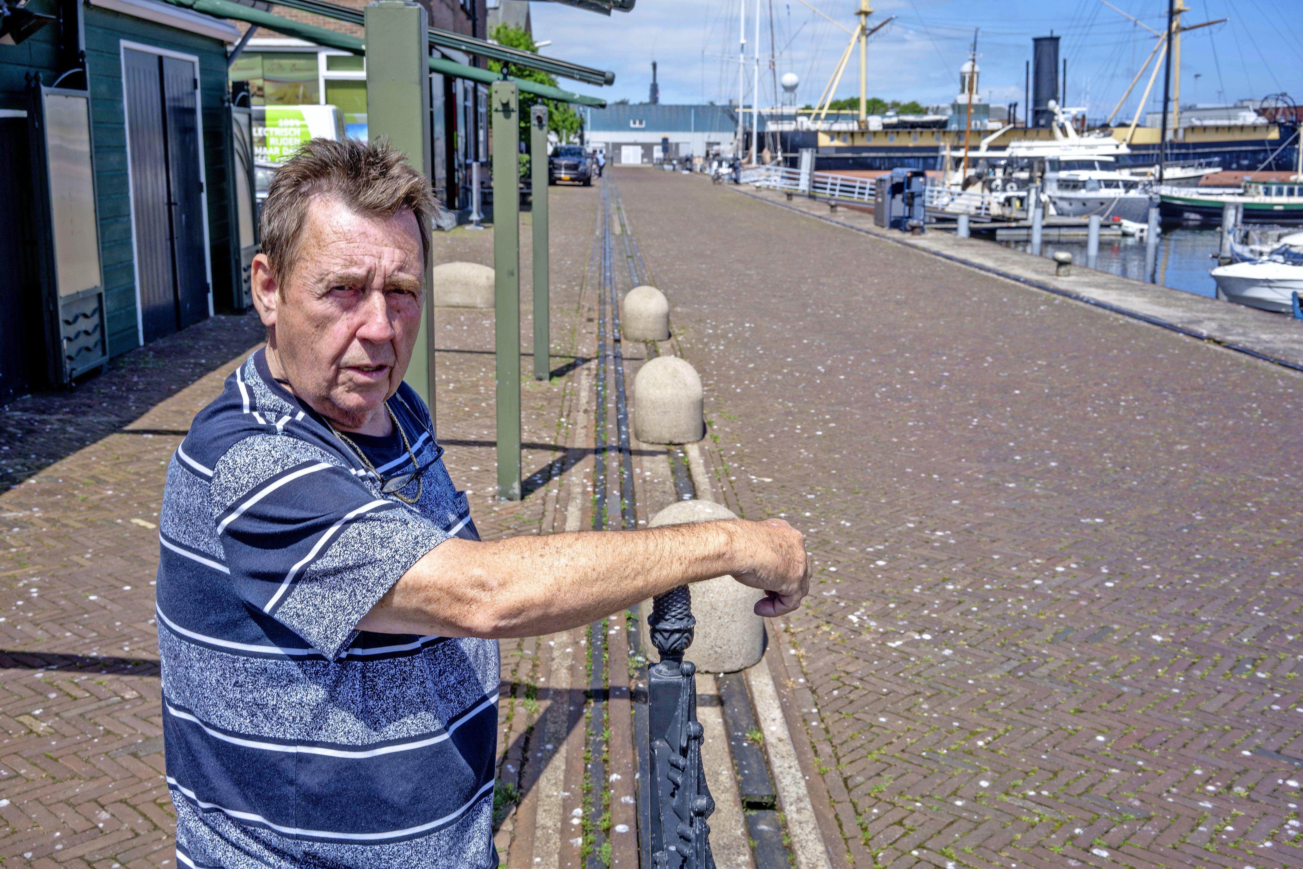 Broedende meeuwen zorgen voor opwinding in Den Helder. 'Overvliegende meeuw laat uitwerpselen precies op mijn uitsmijter vallen!'