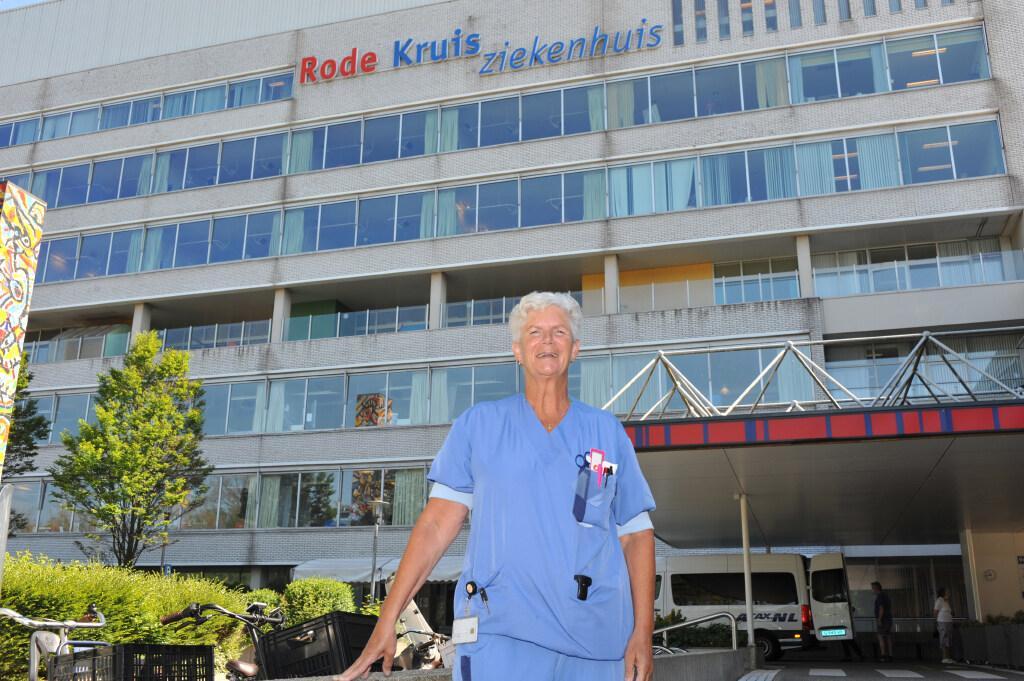 Kitty Stoker, bevlogen helper bij brandwondenleed: verpleegkundige Rode Kruis Ziekenhuis begeleidt jonge slachtoffers ook bij terugkeer naar school
