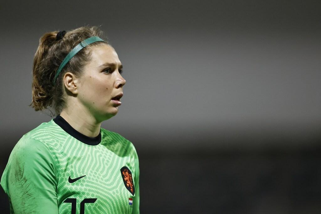 Lize Kop zou vrouwen zeker aanraden om bij de mannen te gaan voetballen: 'Vanwege de andere cultuur, jongens zeggen waar het op staat'