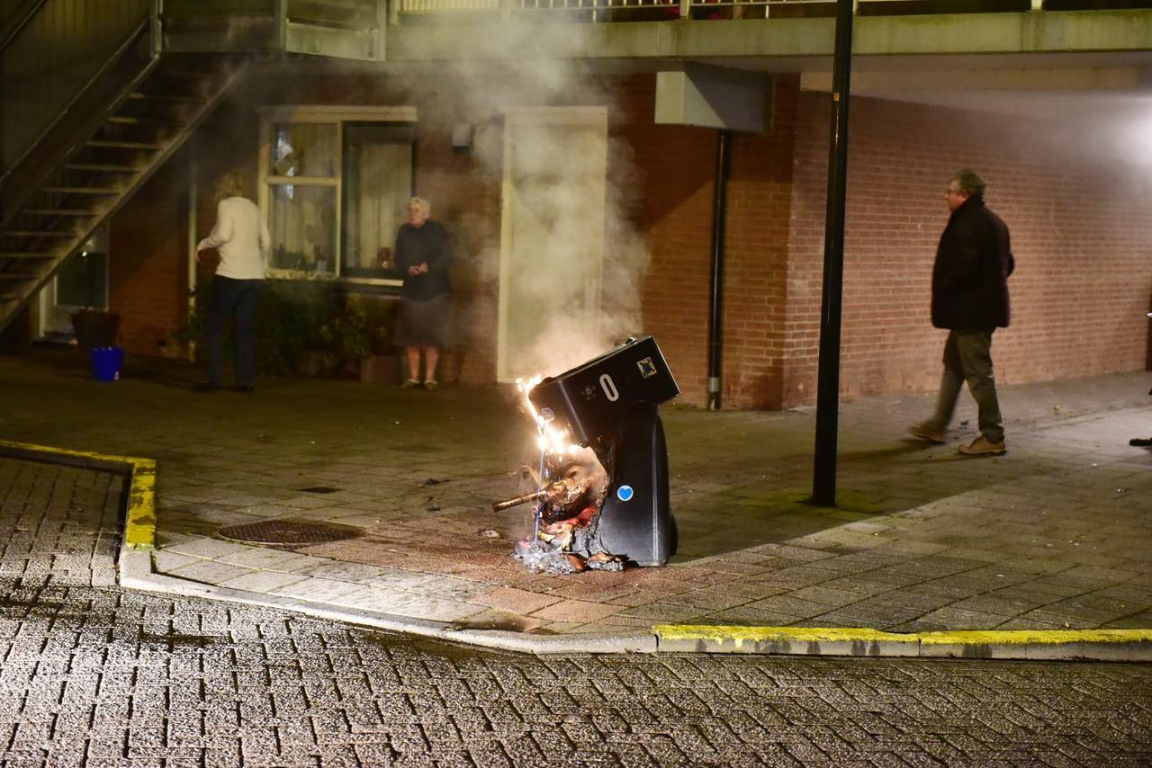 Meerdere containers in brand gestoken in Leiden