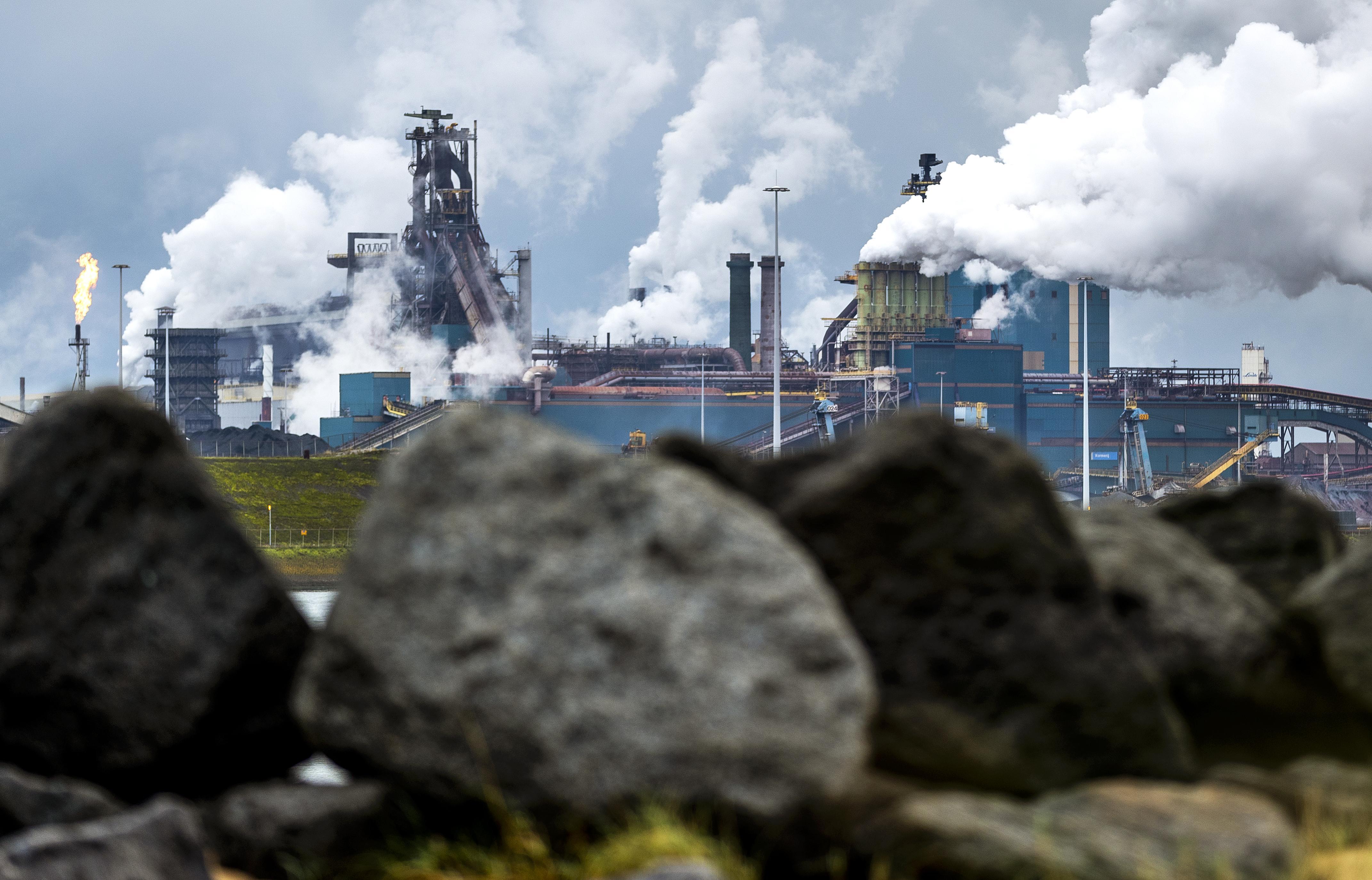 Nachtploeg zet grootste staking in 28 jaar bij Tata Steel voort