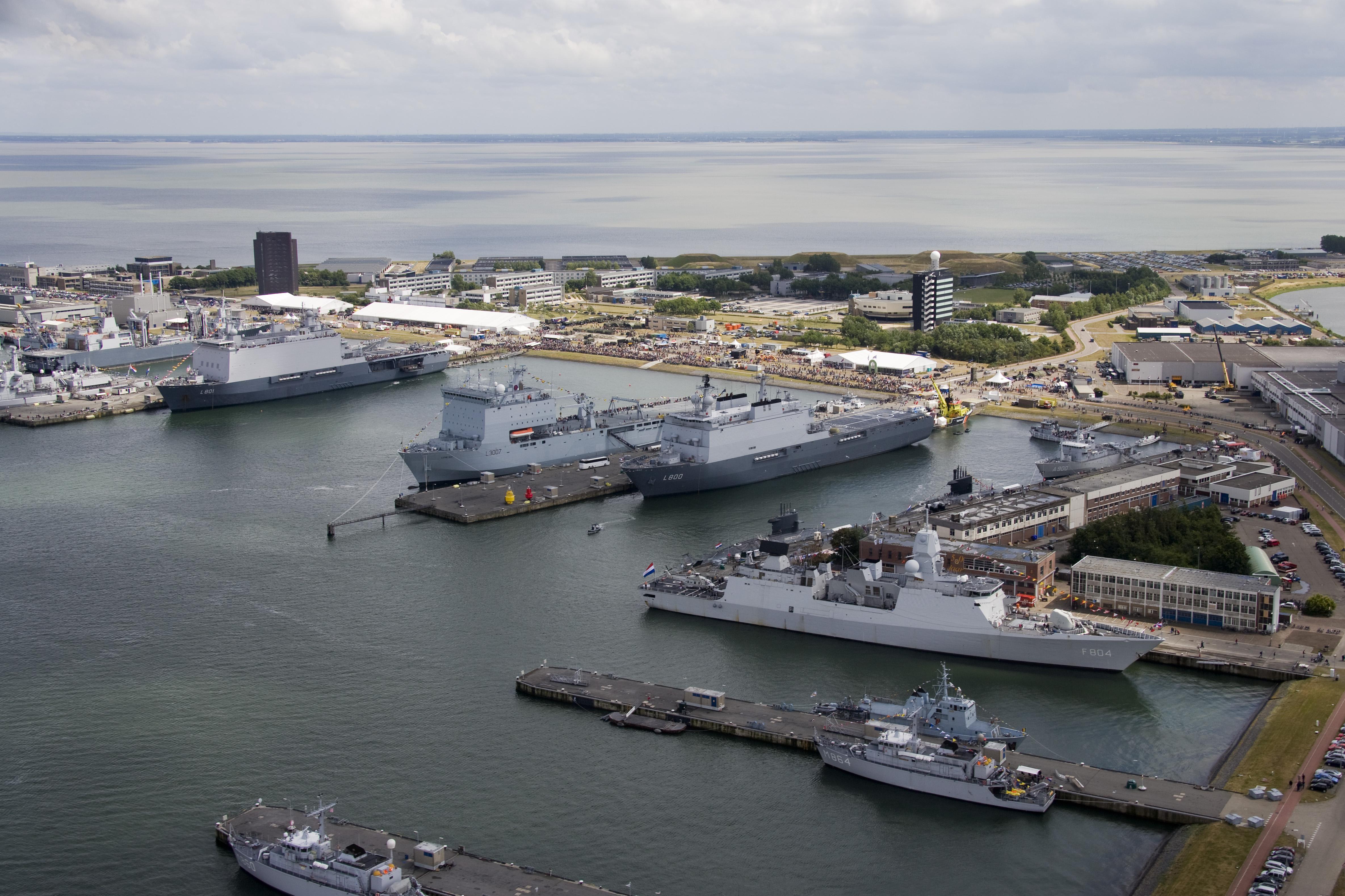 Drie maanden celstraf geëist tegen orderpicker die kogelwerende vesten en platen stal uit loods van Koninklijke Marine in Den Helder