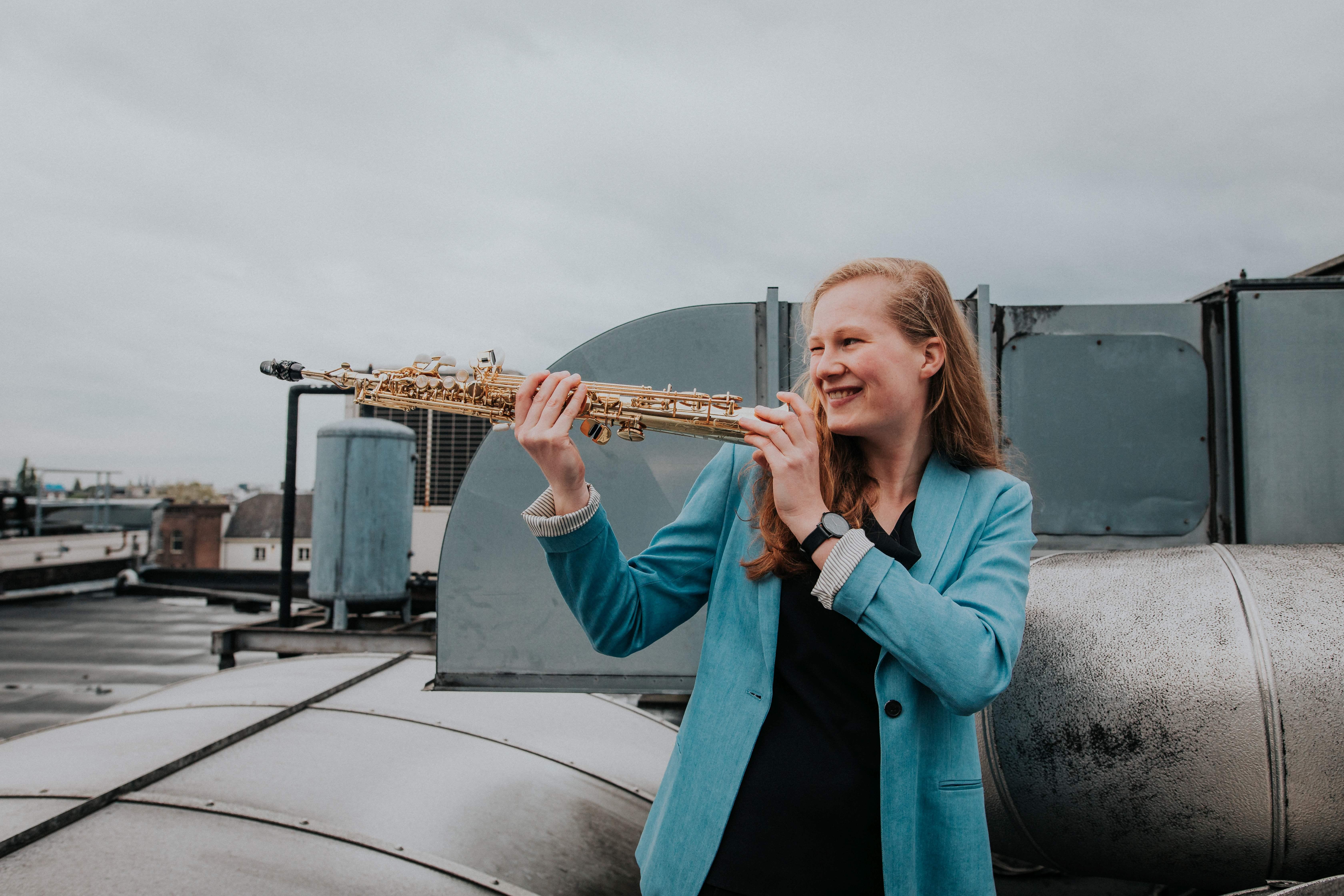 Prijs van Kunst aan de Dijk voor saxofoniste Deborah Witteveen: 'Bij het spelen komen de emoties bij mij tien keer zo hard binnen'
