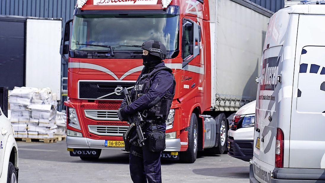 Recherche vraagt na gigantische drugsvangst op bedrijventerrein Alkmaar camerabeelden op bij ondernemers. Gemeente neemt nog geen maatregelen en wacht politie-onderzoek af