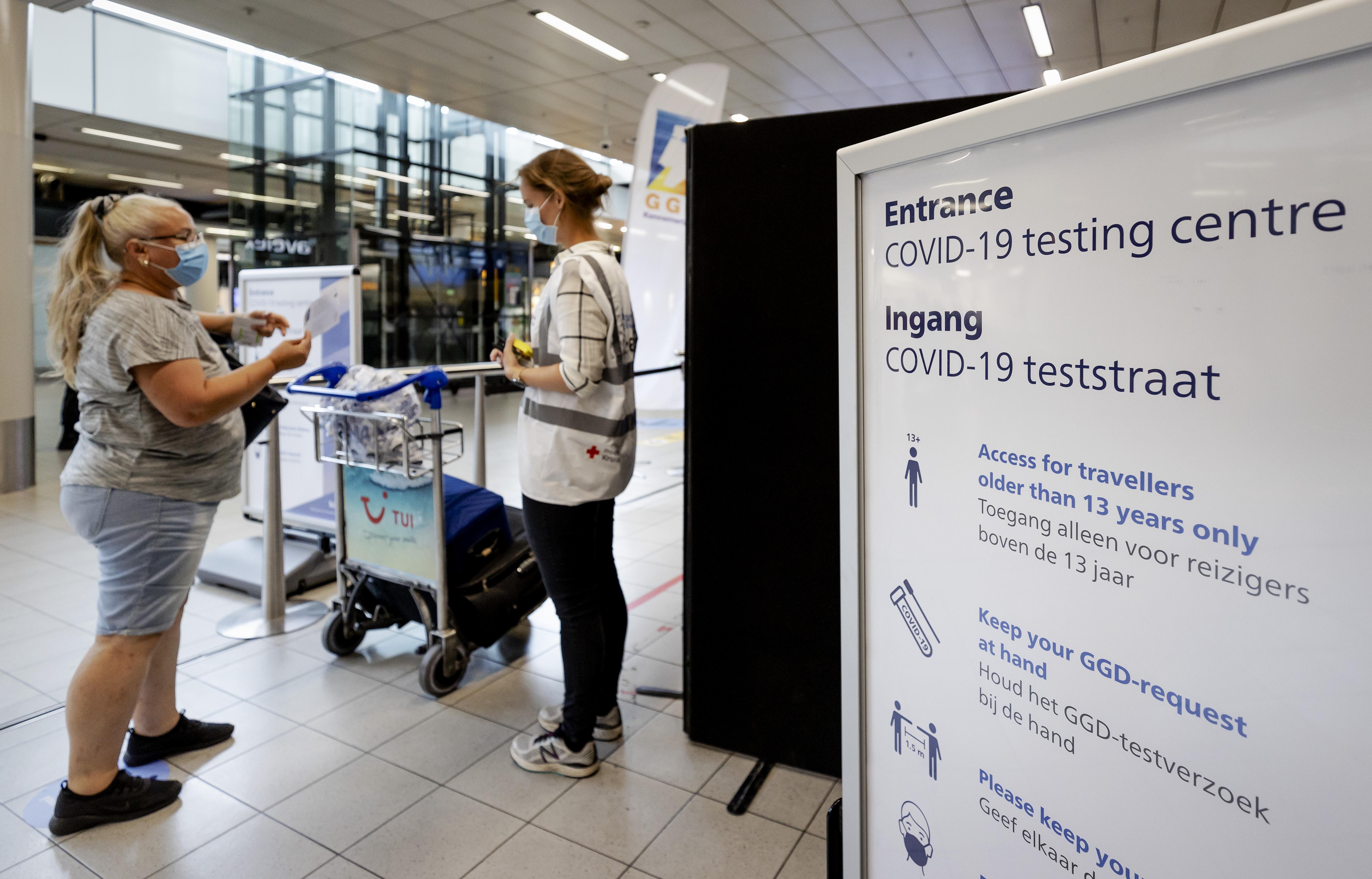 Tweede Kamer: teststraat Schiphol moet meer testen en langer open