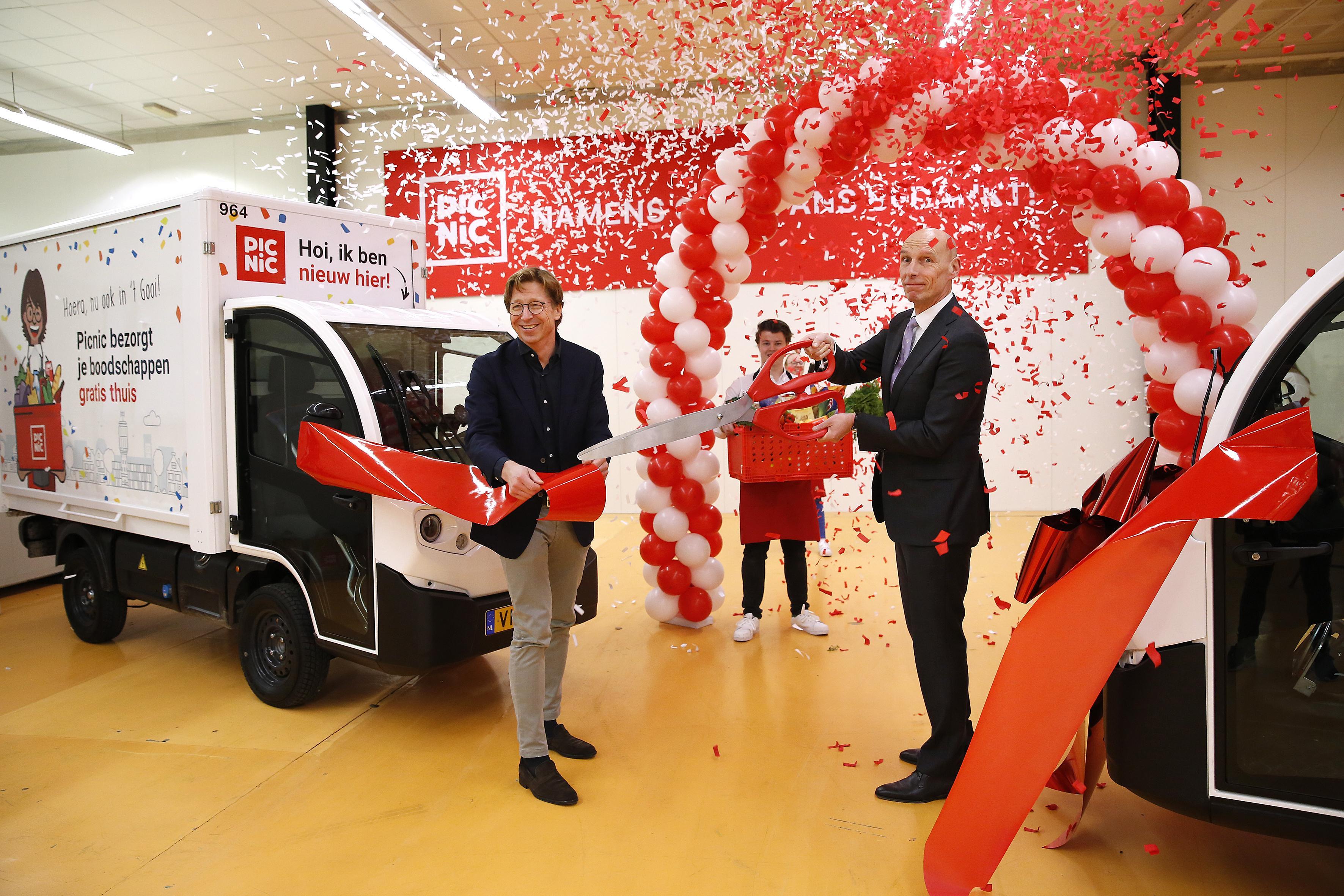 Picnic van start in het Gooi; Duizenden huishoudens op de wachtlijst; Gordon mag boodschappen van online supermarkt als een van de eersten uitproberen