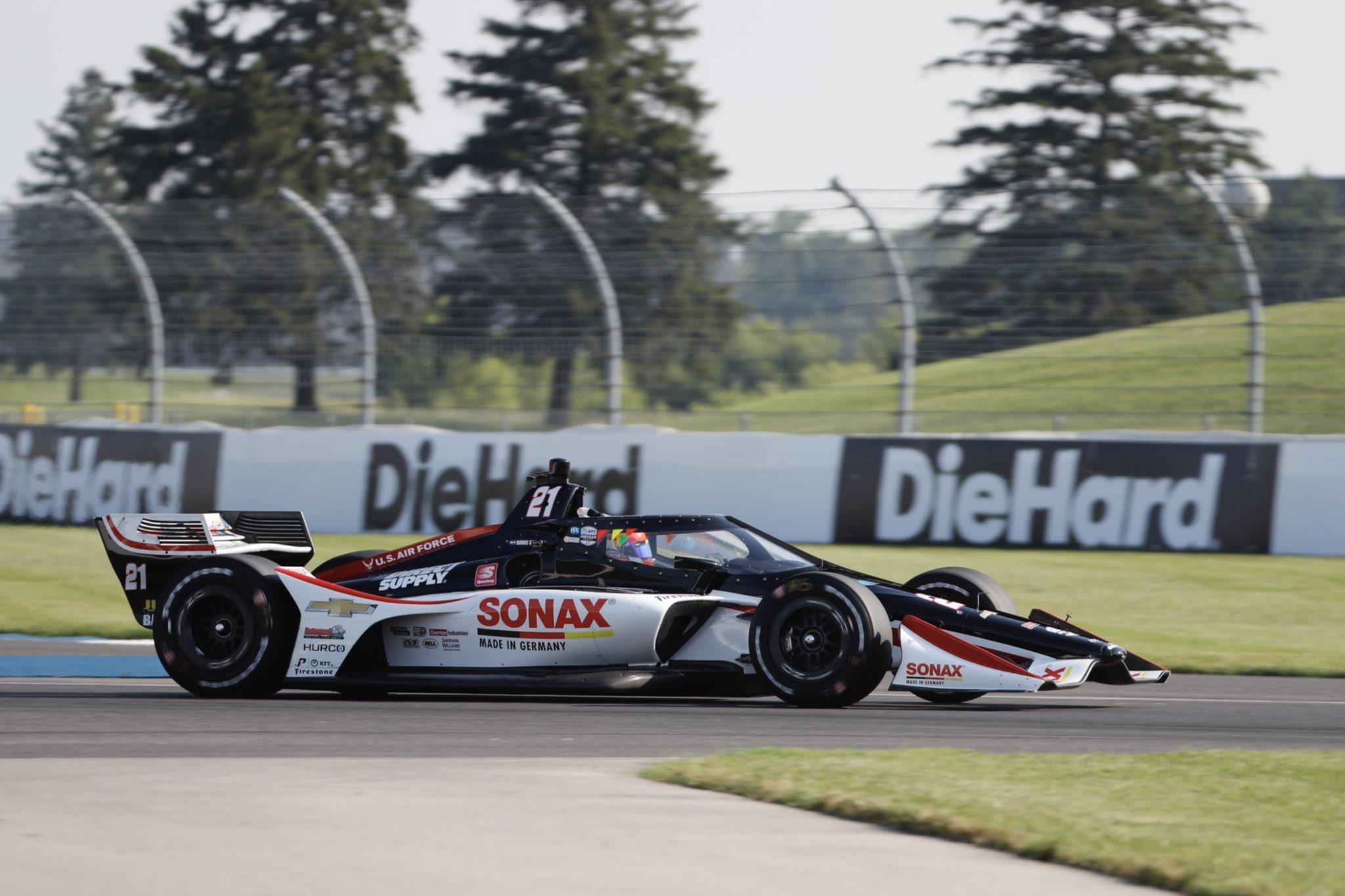 'Broekie' Rinus van Kalmthout (20) is niet bang voor leider in kampioenschap Scott Dixon; Hoofddorper beste 'rookie' in Indycar