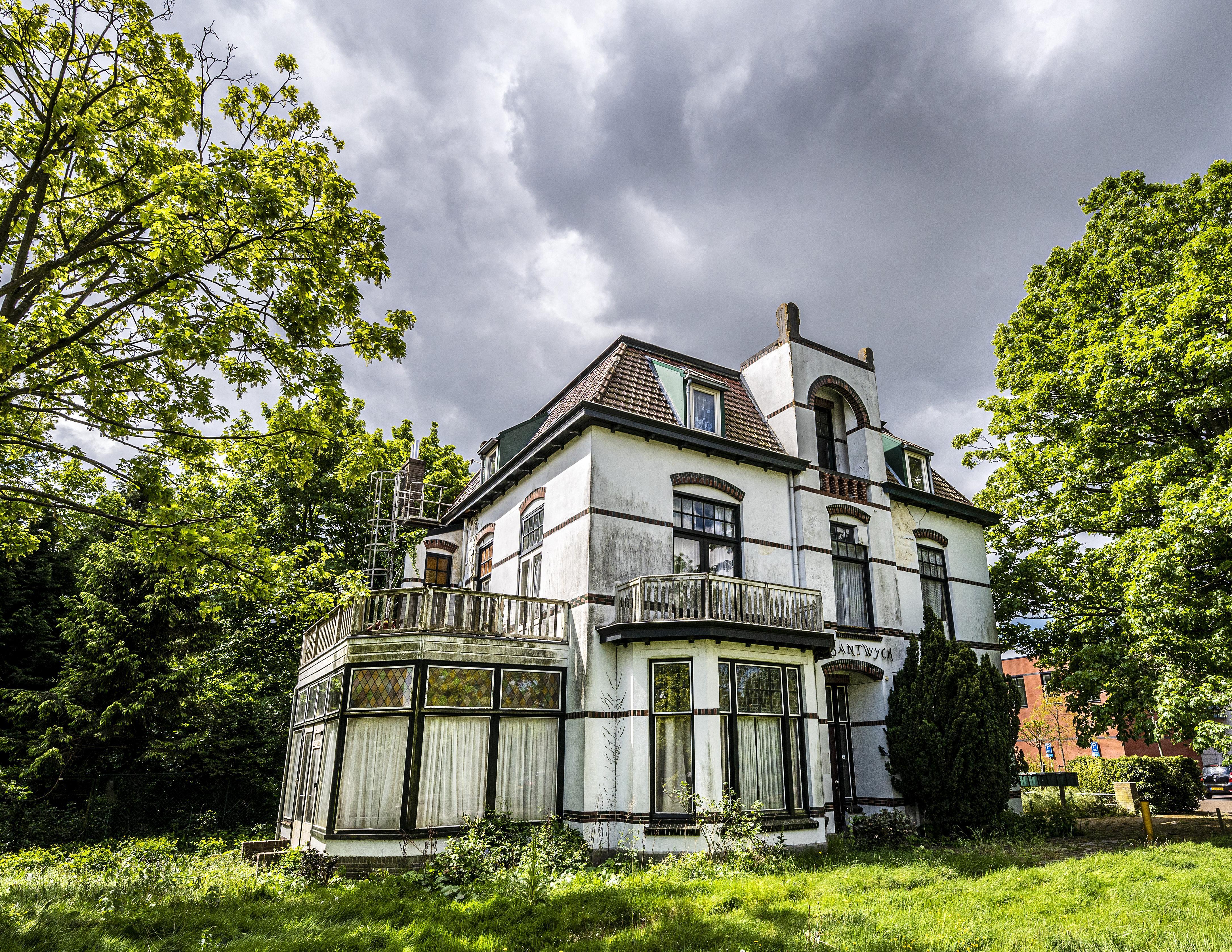 Zorgen in Hillegom over oude villa: 'Santwyck mag niet dezelfde kant opgaan als Java-gebouw'